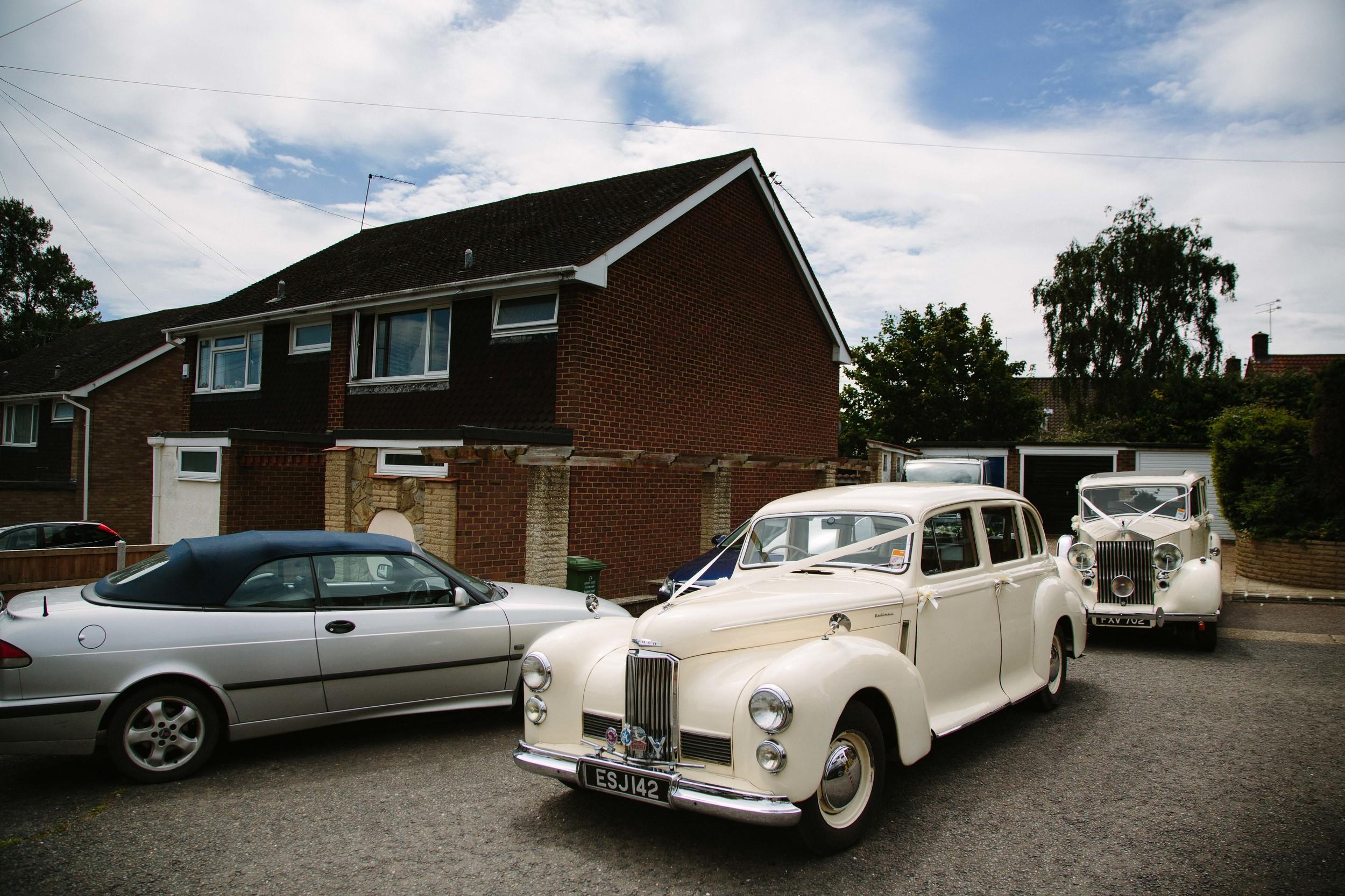 Essex-countryside-wedding-summer-classic-cars