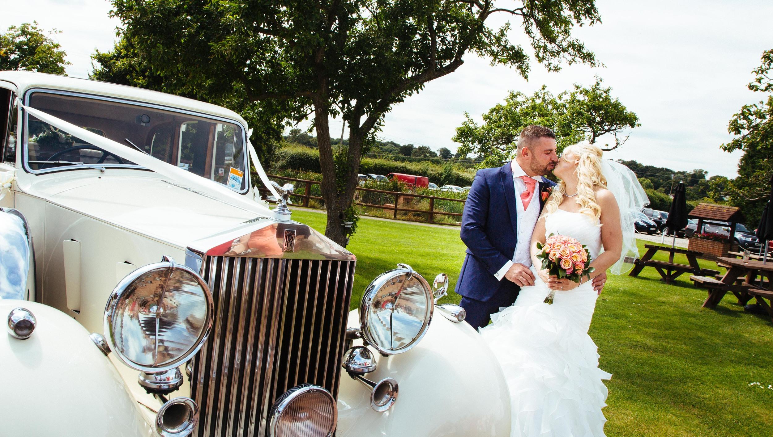 Essex-countryside-wedding-summer-kissing