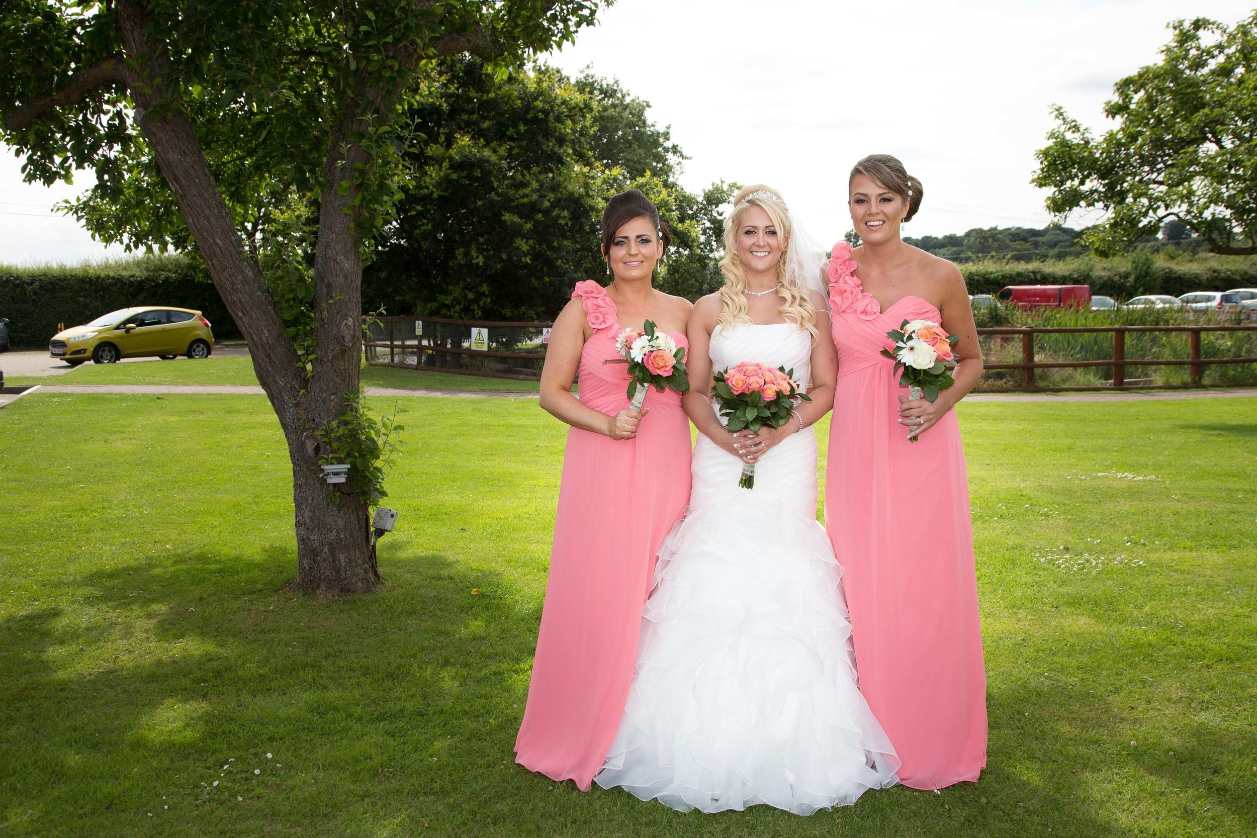 Essex-countryside-wedding-summer-group