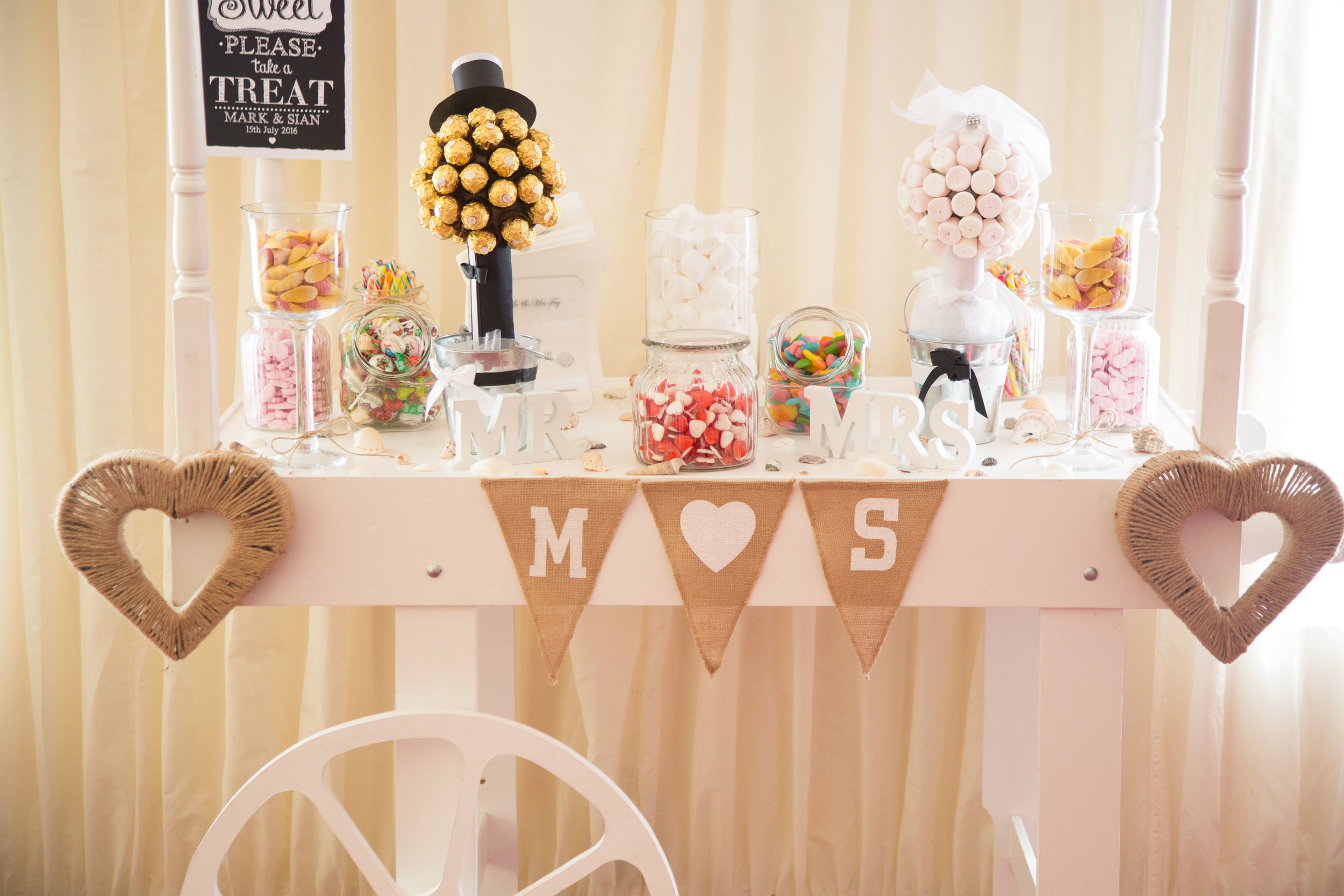 Essex-countryside-wedding-summer-sweets