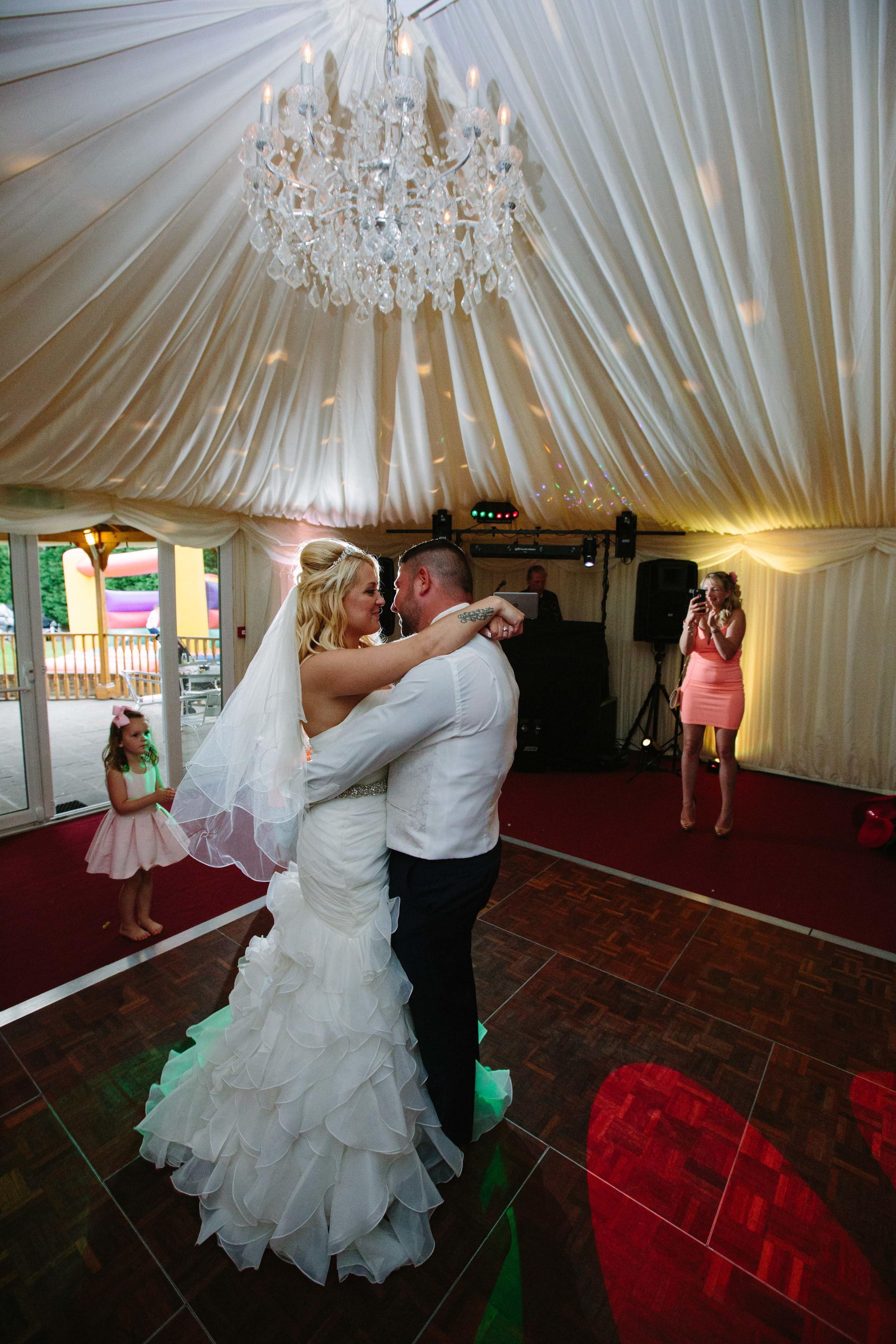 Essex-countryside-wedding-first-dance-1