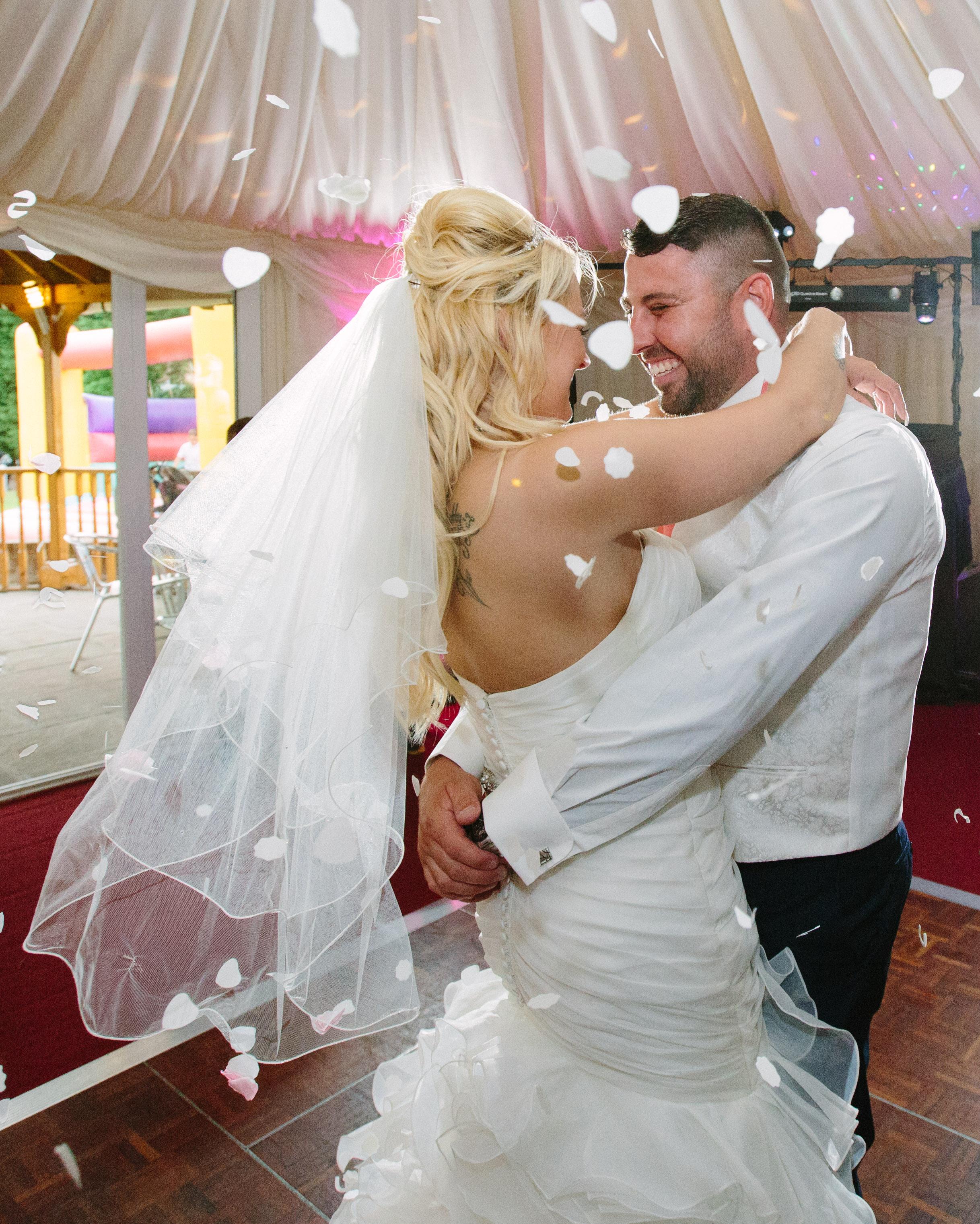 Essex-countryside-wedding-first-dance-3
