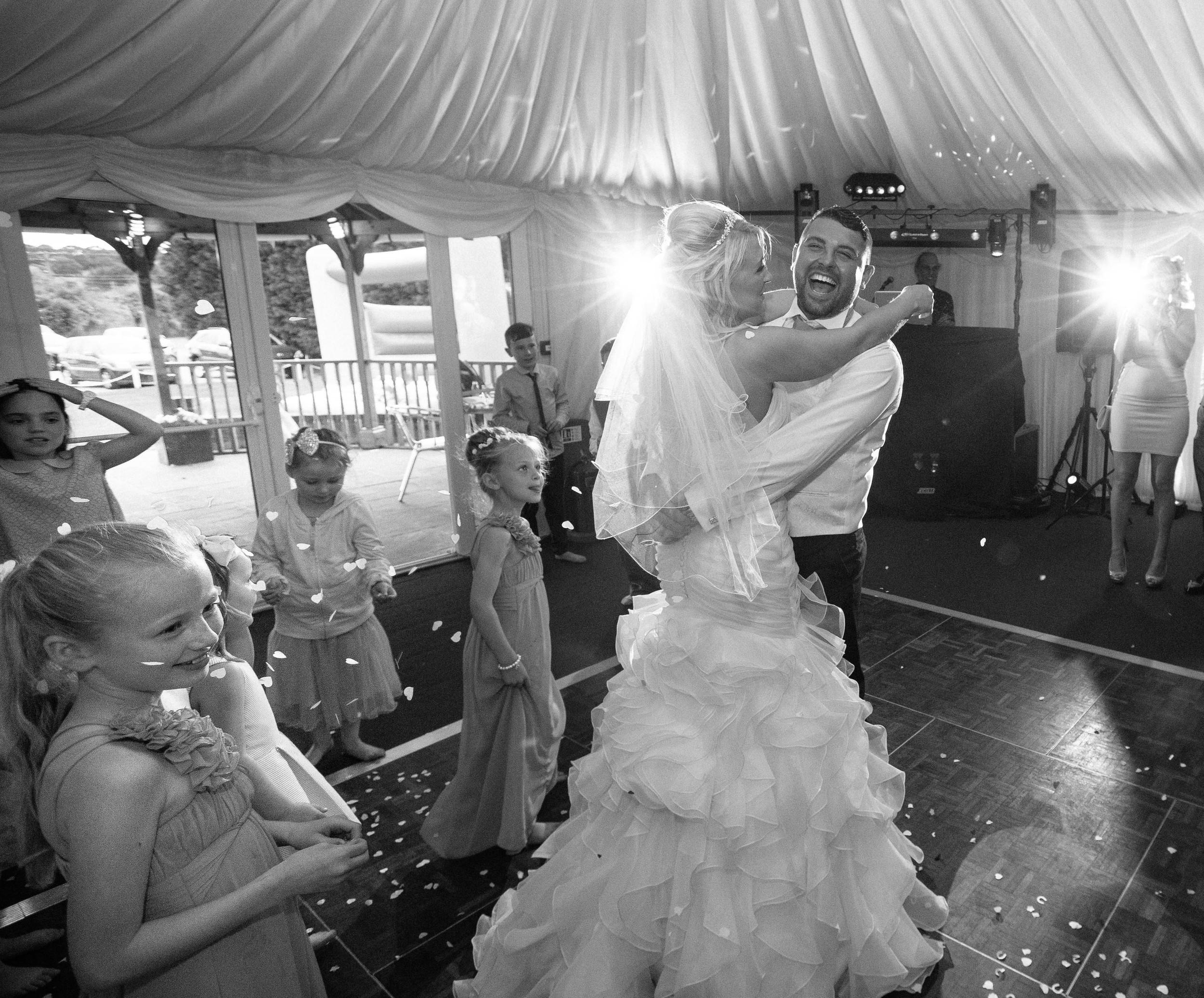 Essex-countryside-wedding-first-dance-4