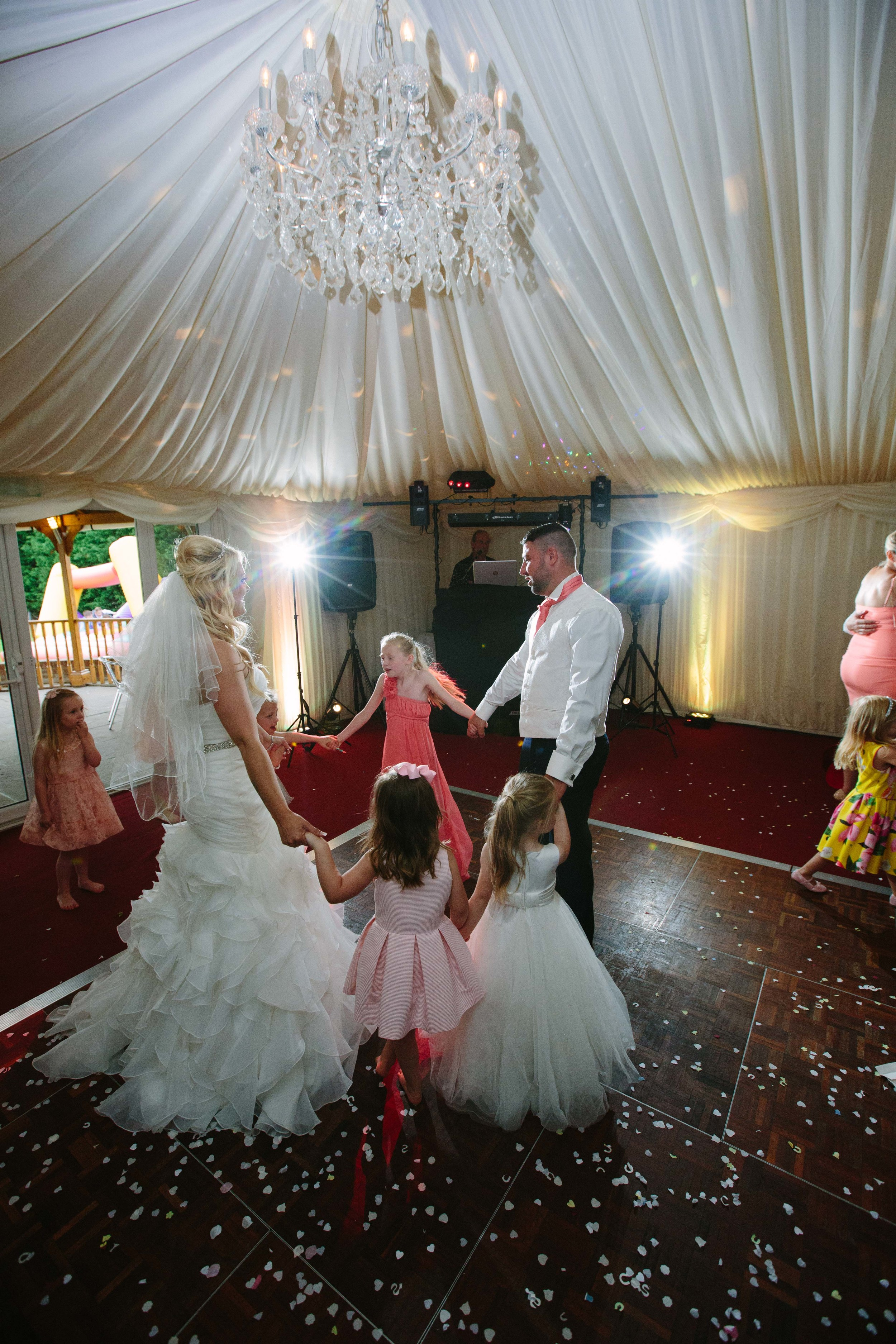 Essex-countryside-wedding-first-dance-5