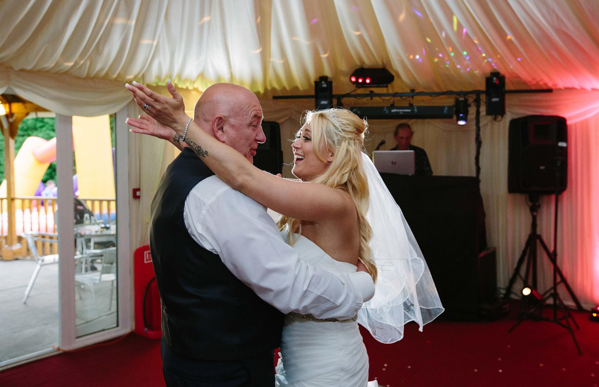 Essex-countryside-wedding-first-dance-6