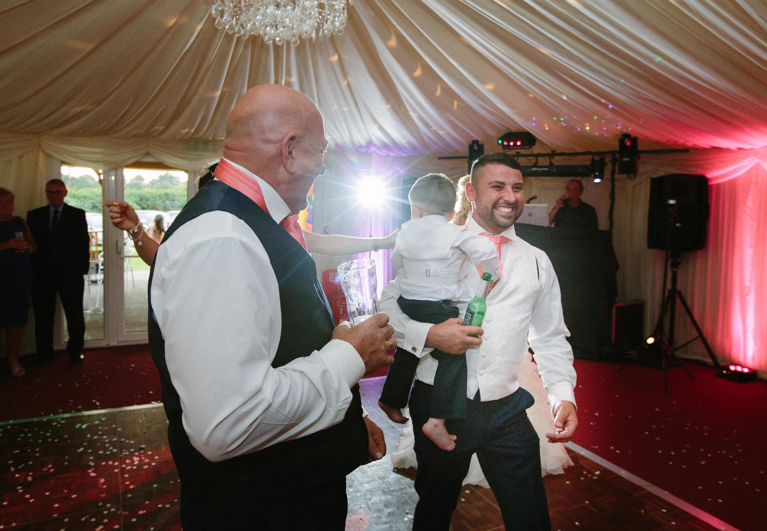 Essex-countryside-wedding-first-dance-8