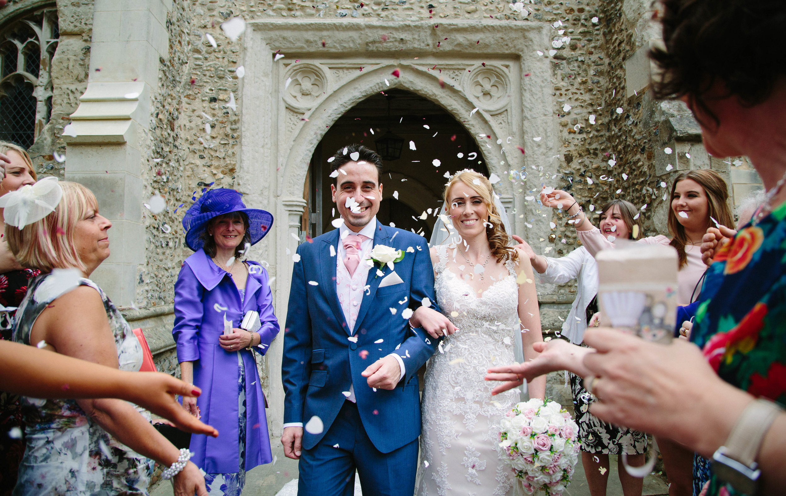 St-Mary's-church-Hitchin-herfordshire-wedding-confetti-1
