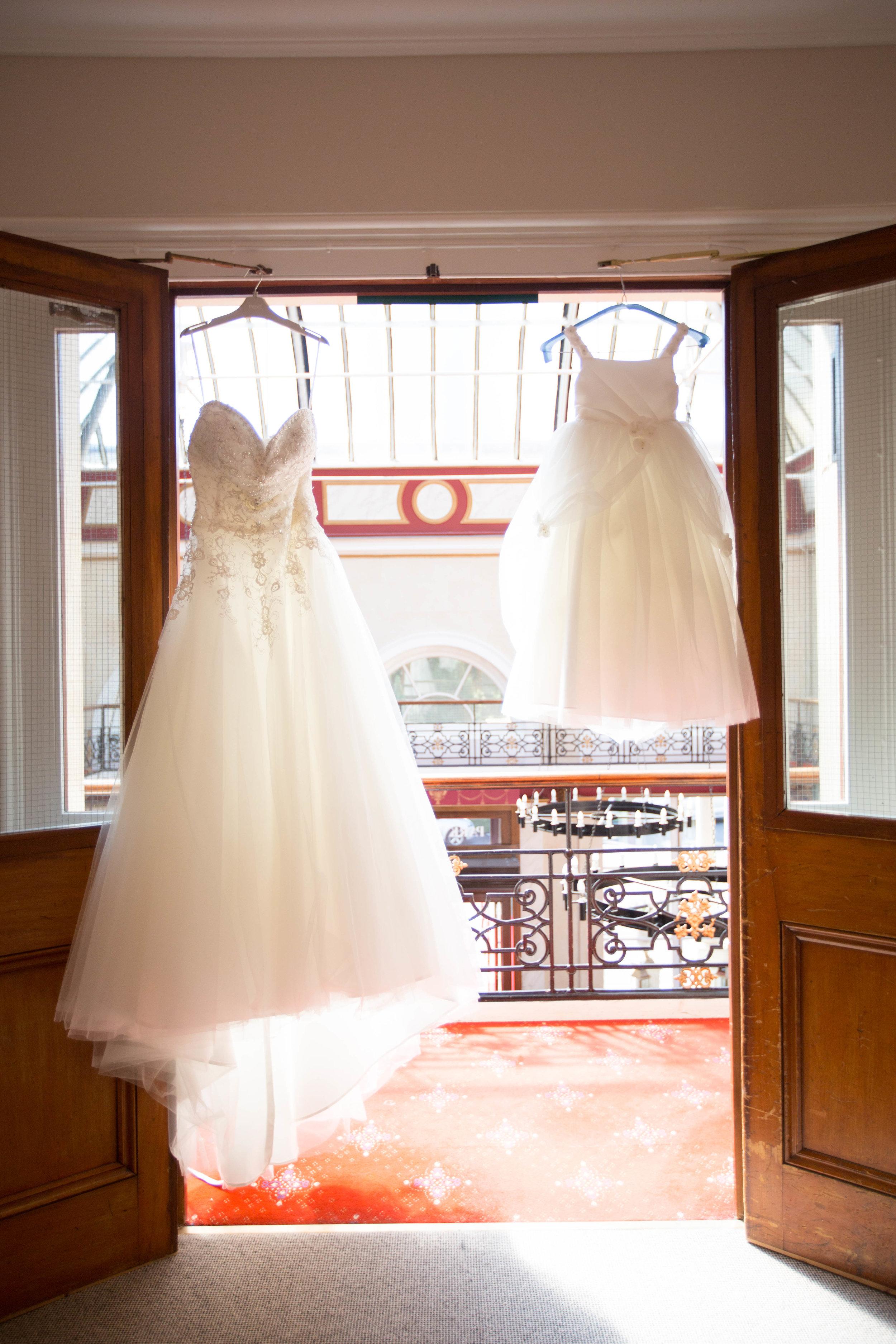 HamptonCourt-Wedding-Weybridge-Surrey-London-OatlandsParkHotel-03