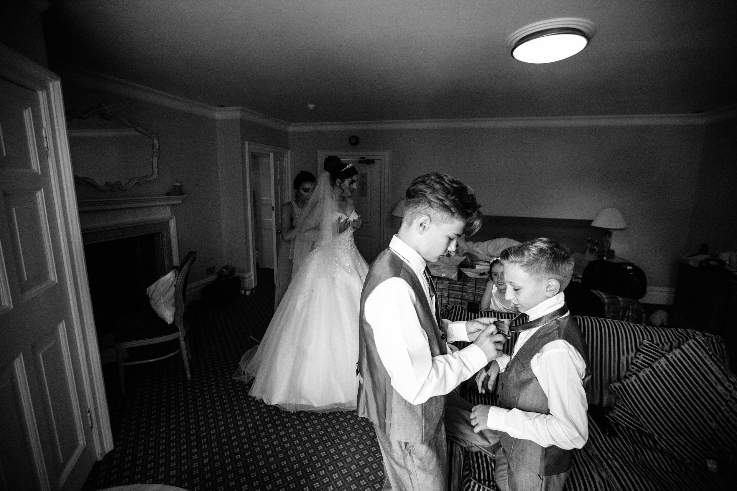 HamptonCourt-Wedding-Weybridge-Surrey-London-OatlandsParkHotel-09