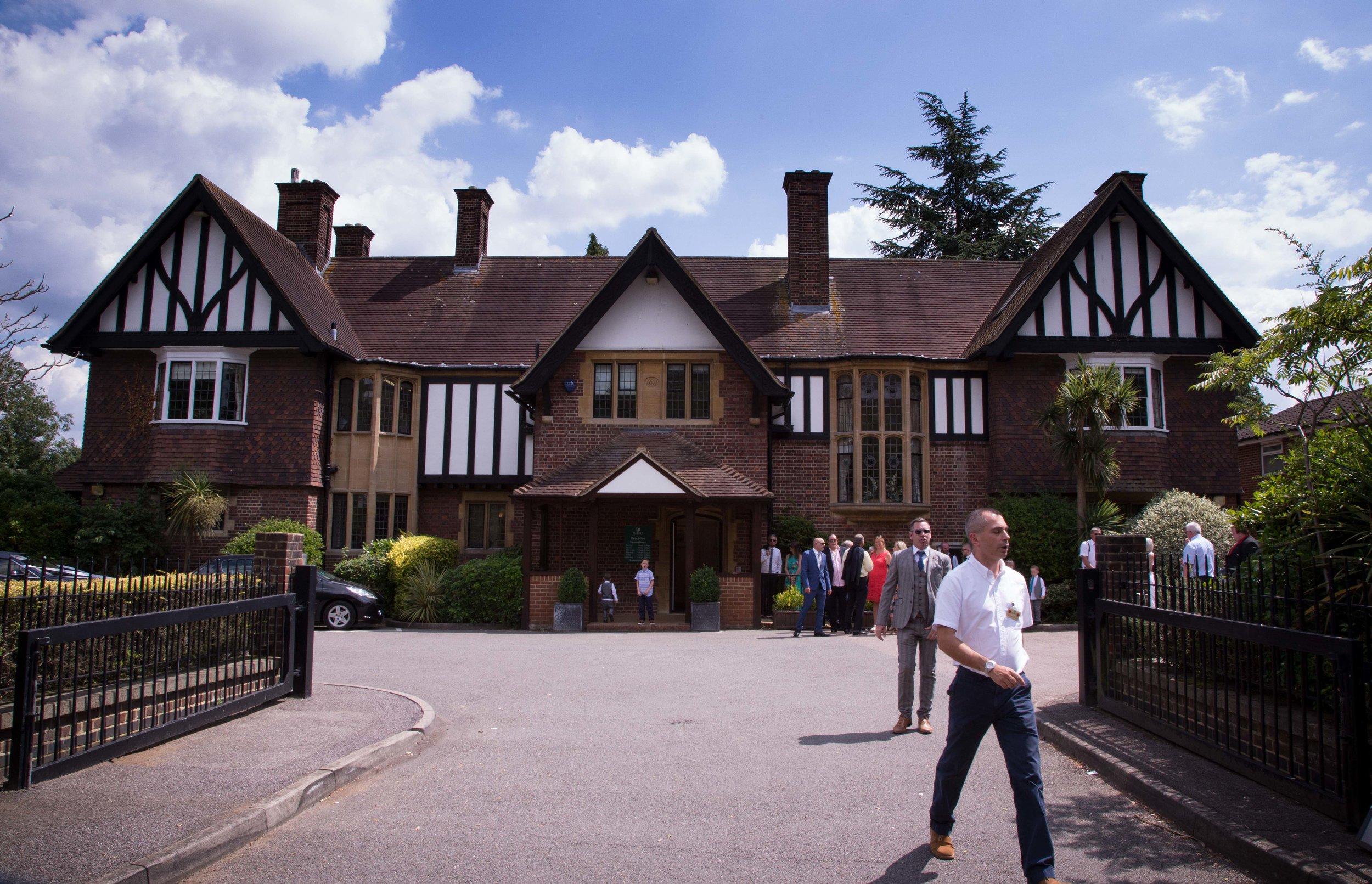 HamptonCourt-Wedding-Weybridge-Surrey-London-OatlandsParkHotel-23