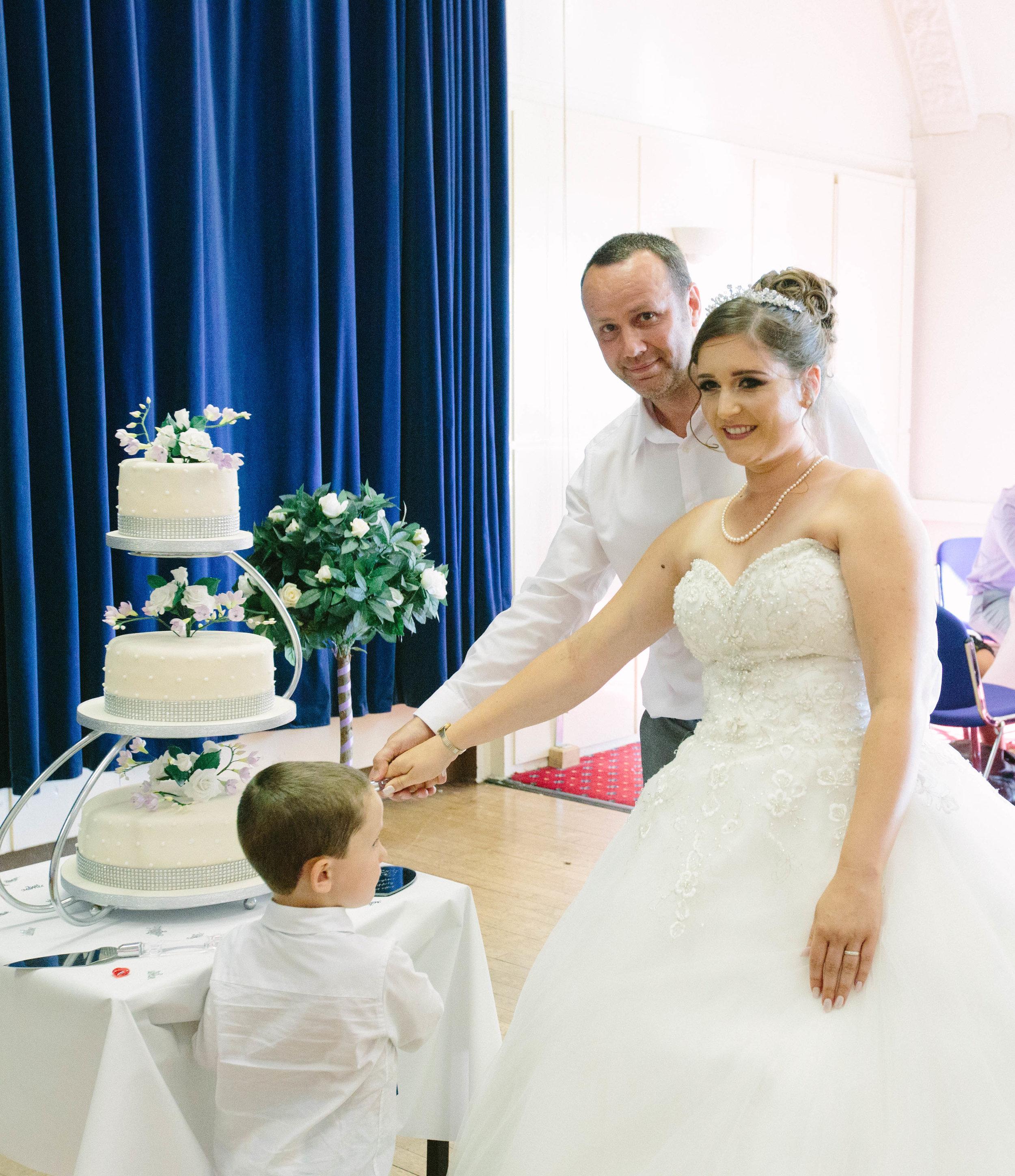 HamptonCourt-Wedding-Weybridge-Surrey-London-OatlandsParkHotel-41