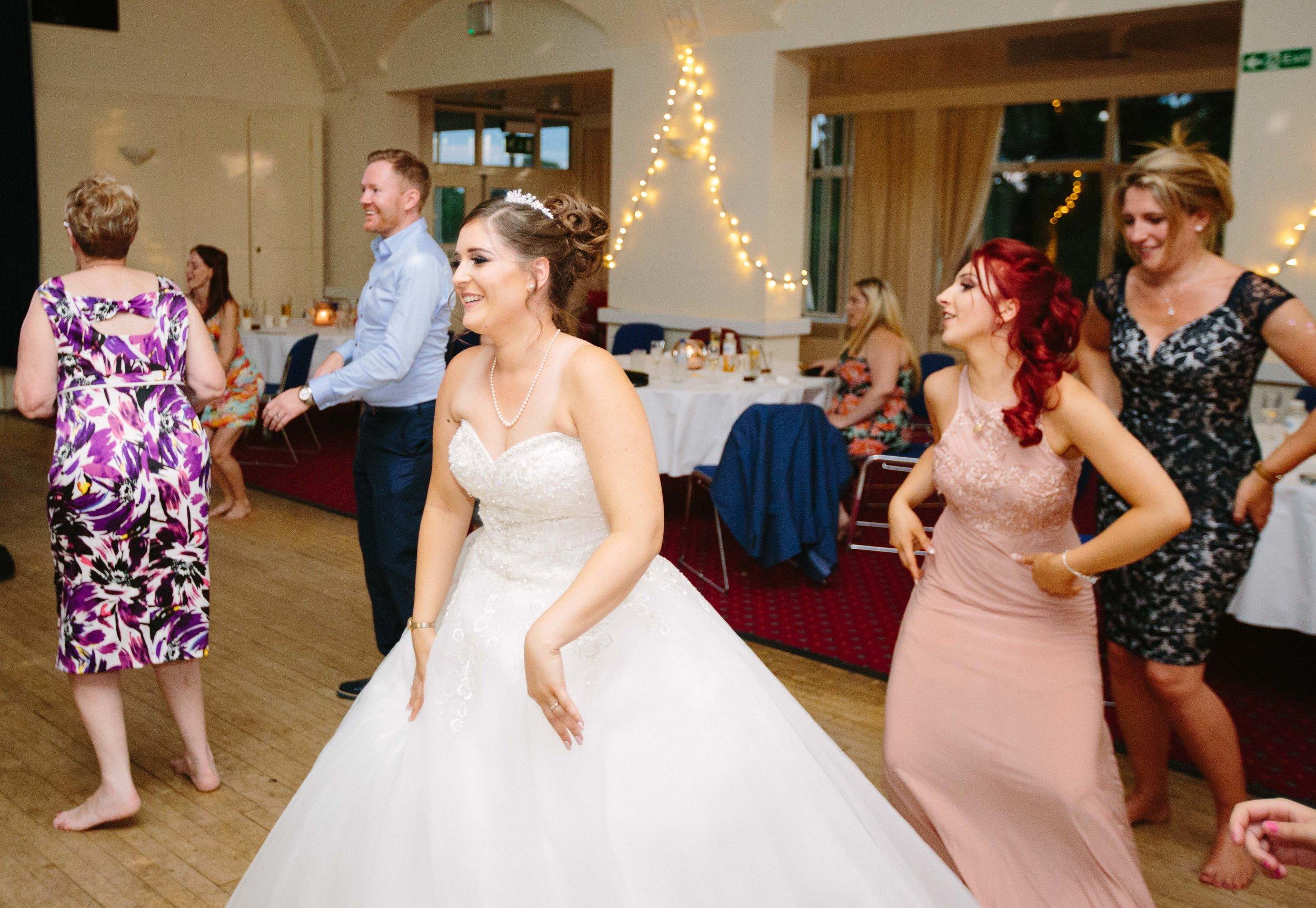 HamptonCourt-Wedding-Weybridge-Surrey-London-OatlandsParkHotel-47