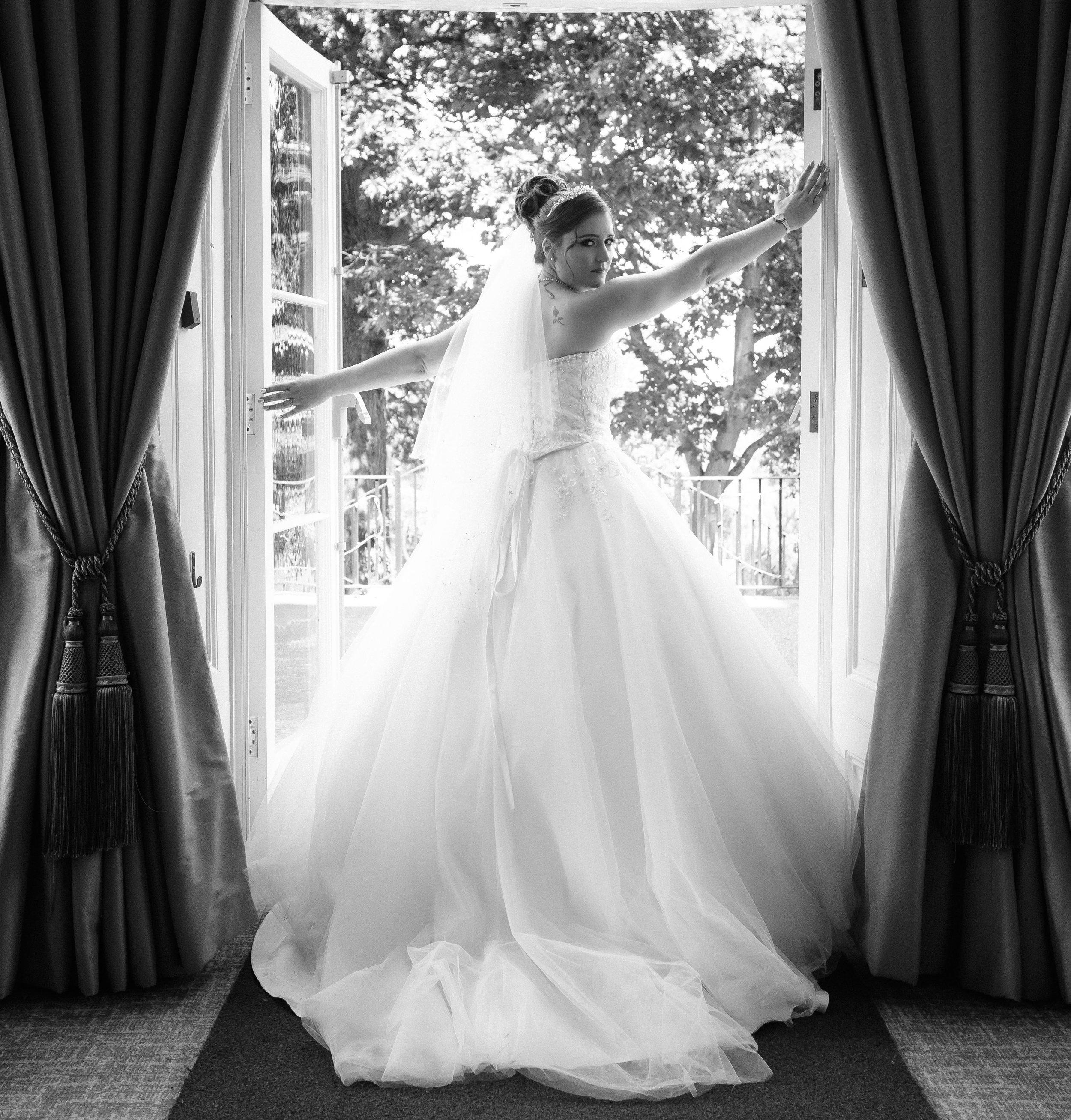 HamptonCourt-Wedding-Weybridge-Surrey-London-OatlandsParkHotel-16
