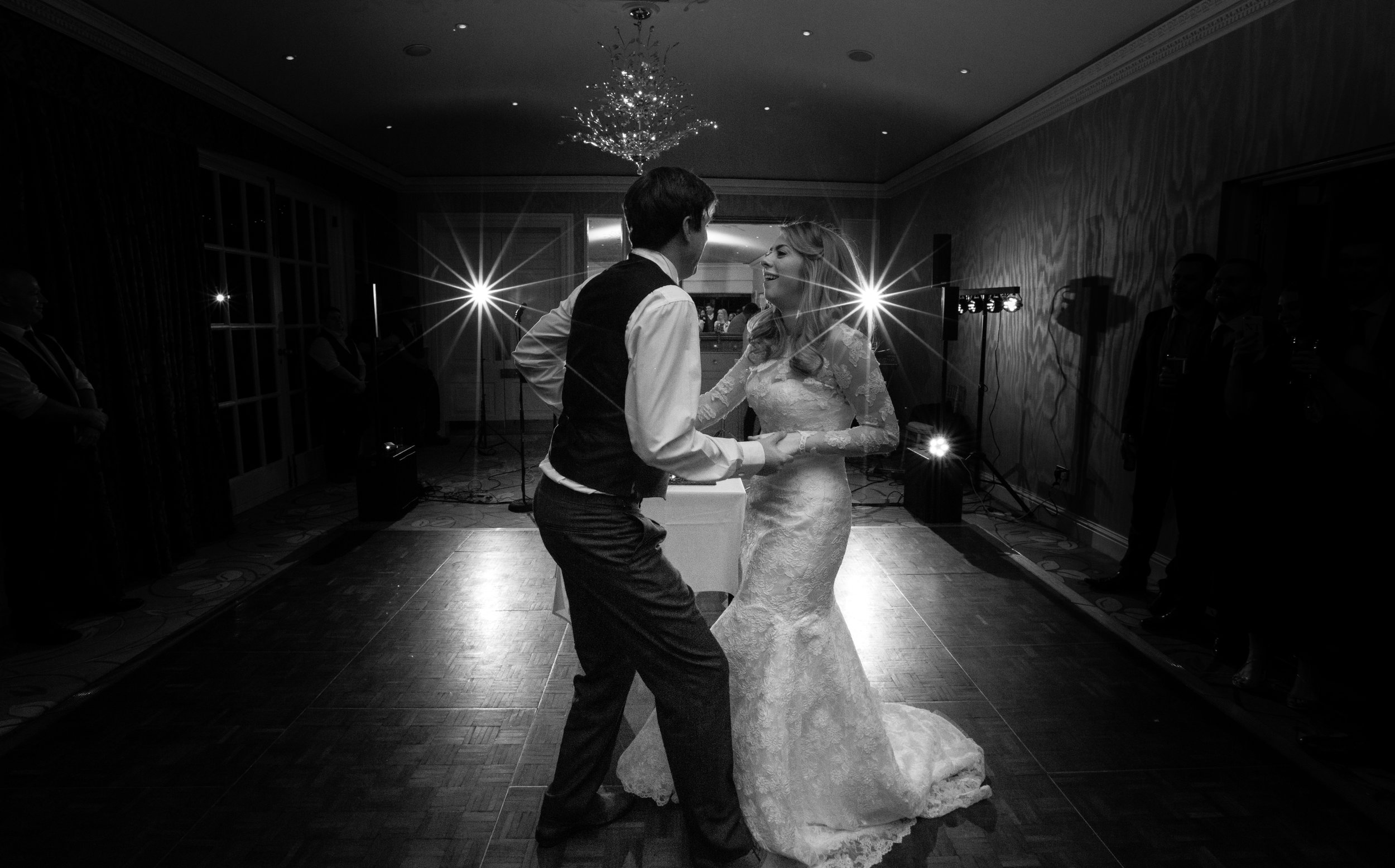 surrey-ascot-royal-berkshire-hotel-autumn-wedding-first-dance-52