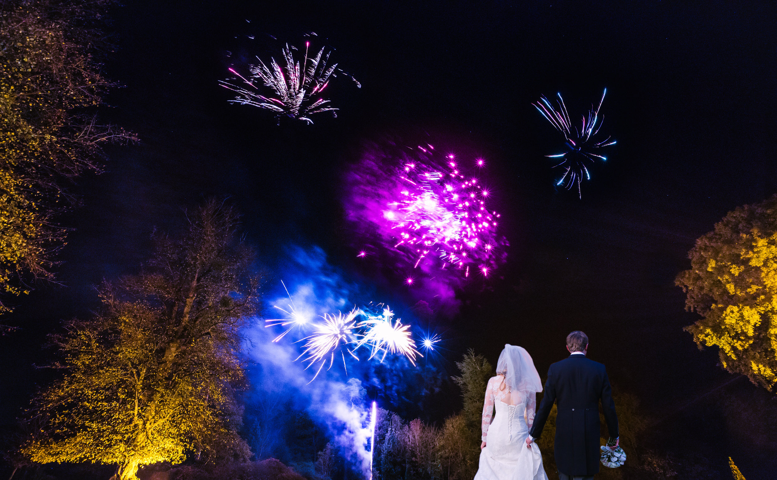 surrey-ascot-royal-berkshire-hotel-autumn-wedding-sparklers-fireworks-69