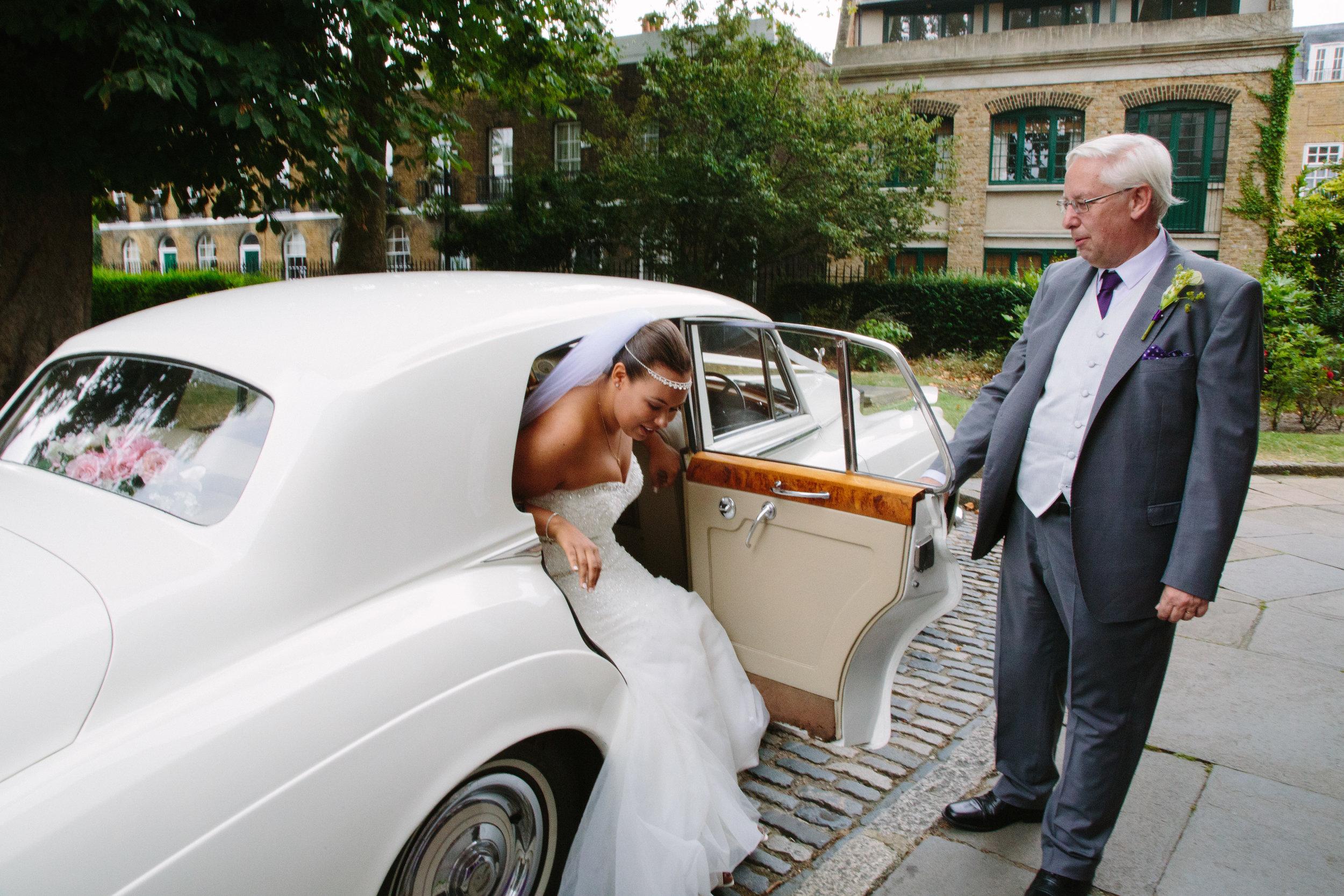 greenwich-charlton-london-wedding-saint-alphege-church-arrival-52