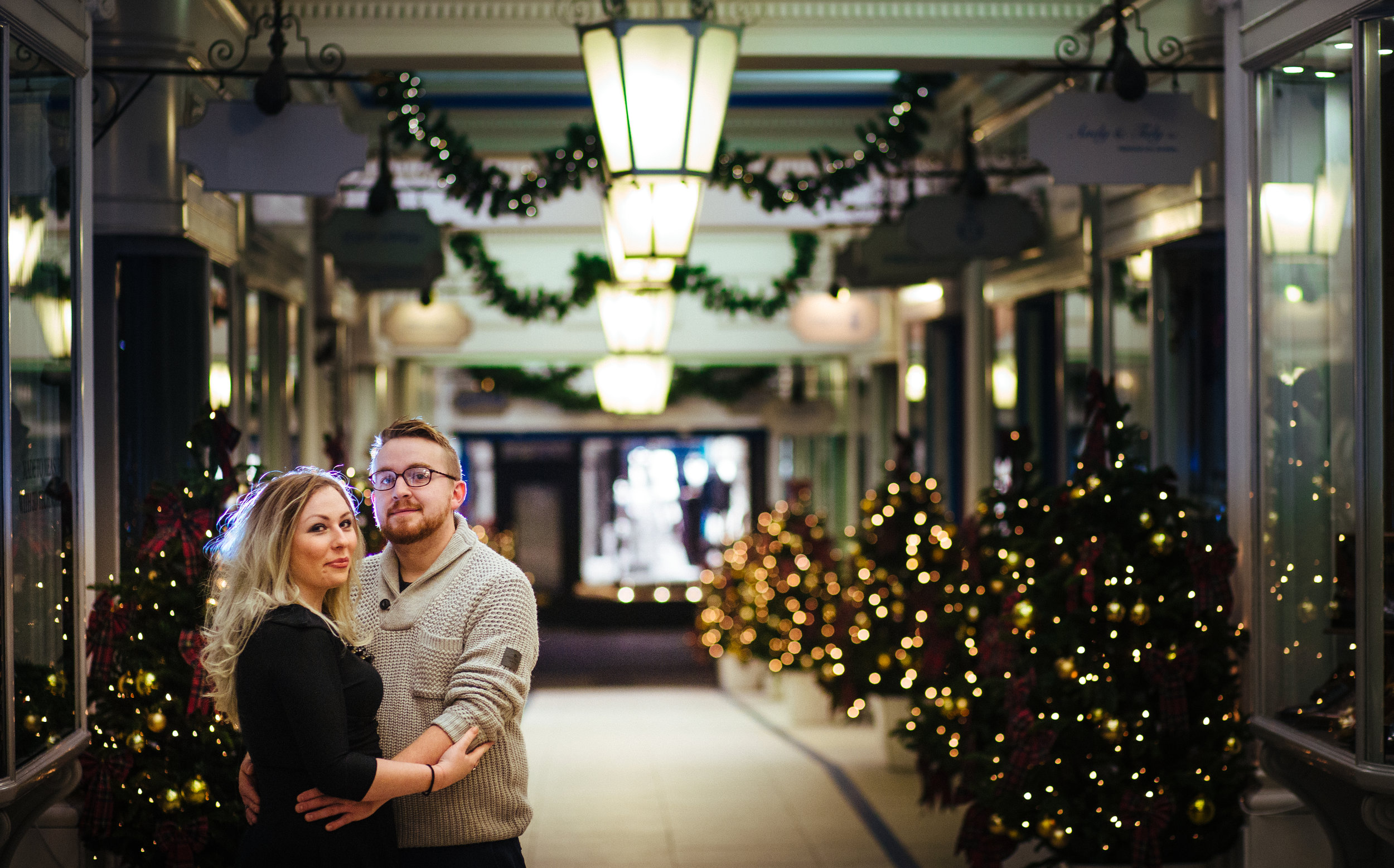 london-oxford-street-christmas-lights-engagement-wedding-photography-10
