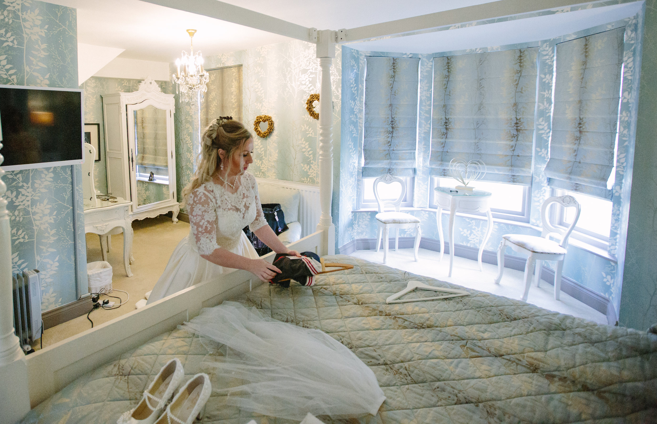 Sussex-winter-wedding-photography-southdowns-manor-honeymoon-suite-18