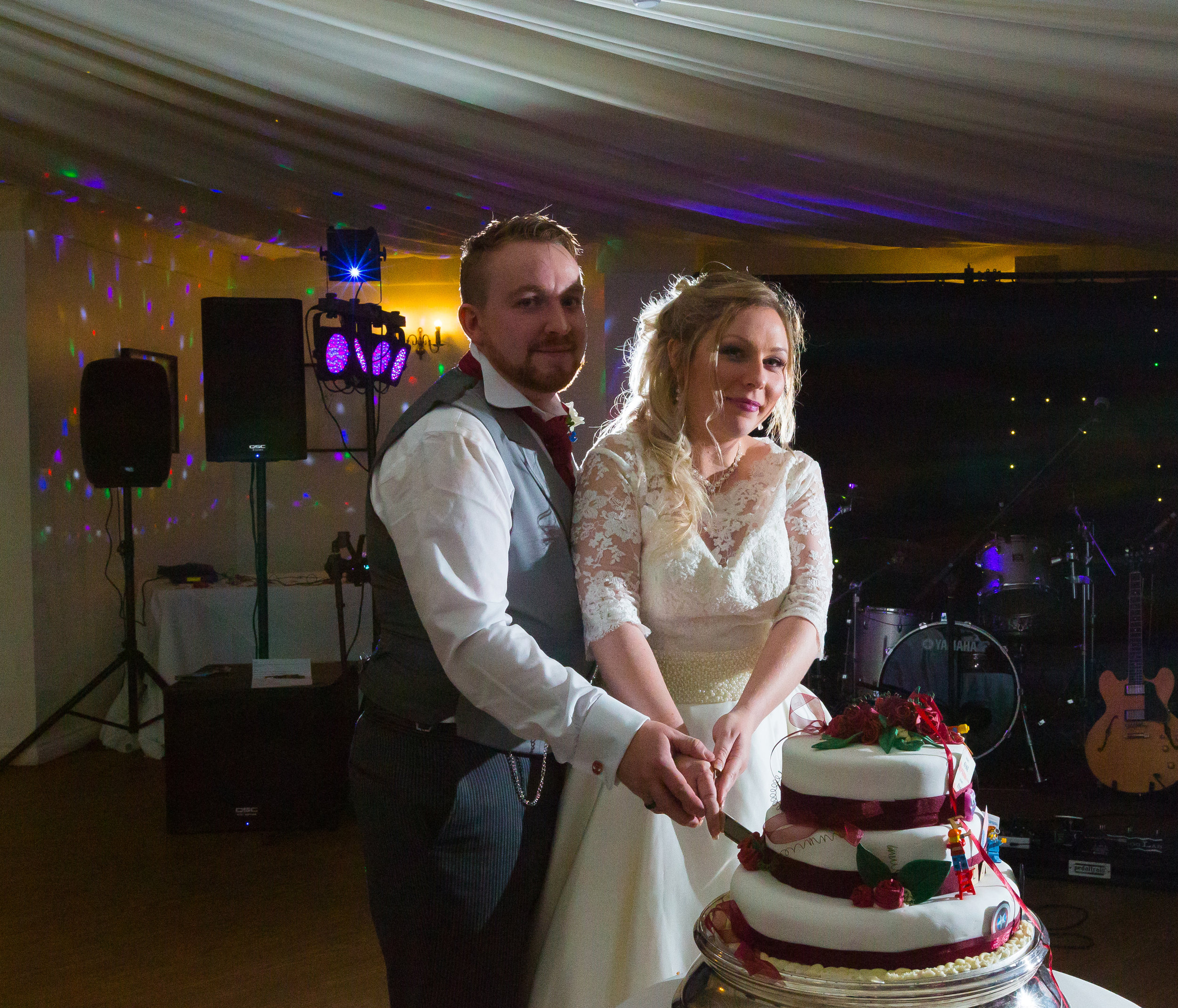 southdowns-manor-sussex-winter-wedding-photography-cake-94