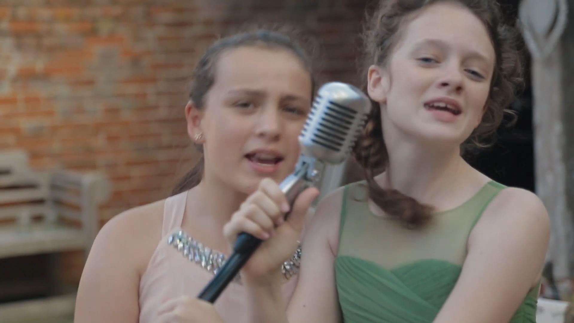 girls-microphone-marryoke-norfolk-wedding-videography-6