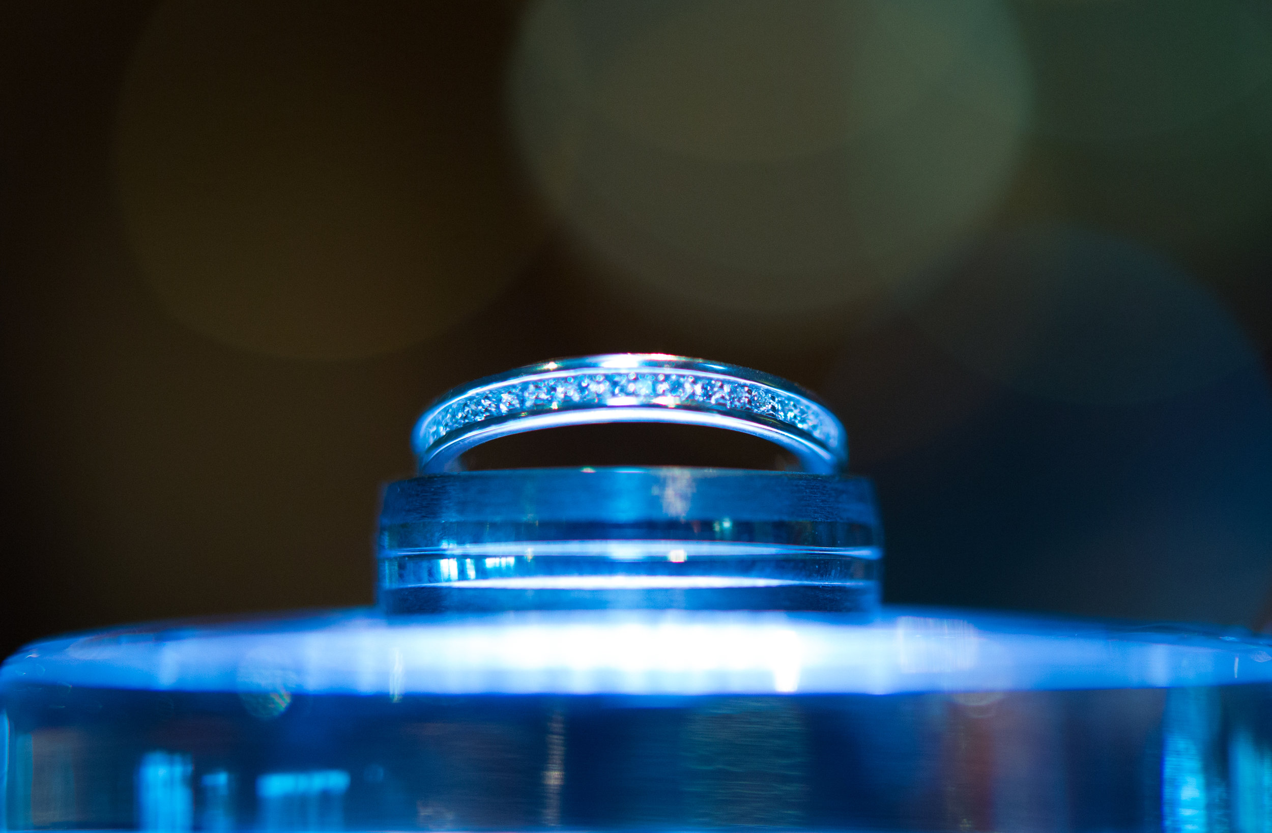 cotswalds-chipping-norton-oxfordshire-london-wedding-photography-ring-shot-02