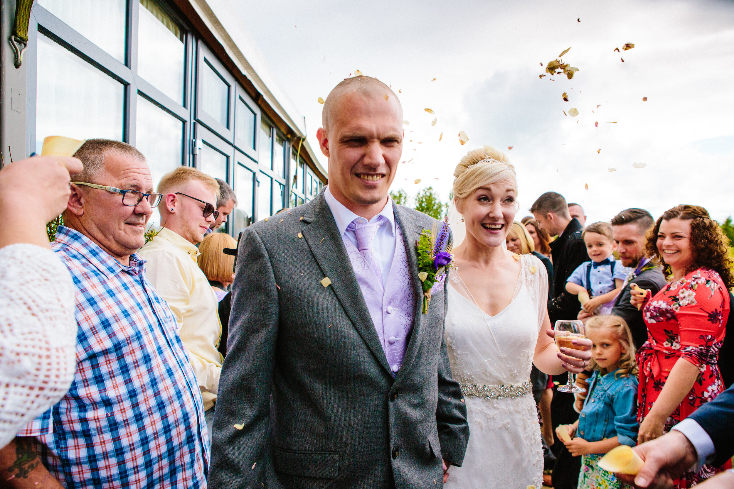 cotswalds-chipping-norton-oxfordshire-london-wedding-photography-confetti-27