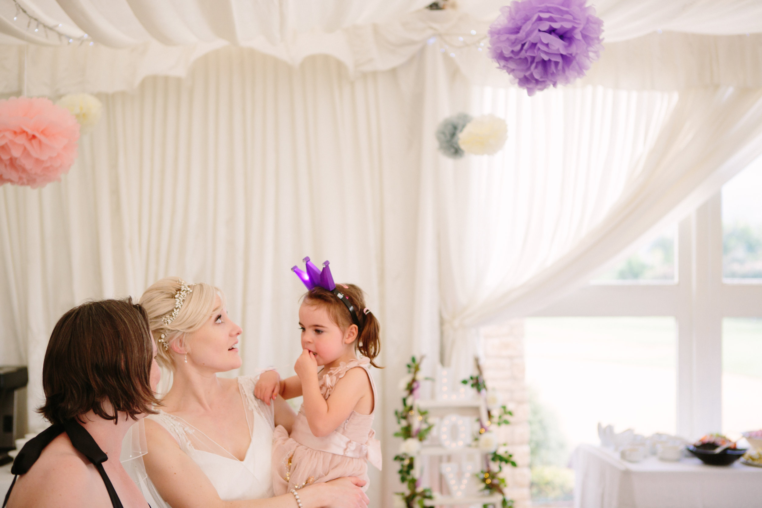 cotswalds-chipping-norton-oxfordshire-london-wedding-photography-reception-bride-candid-40