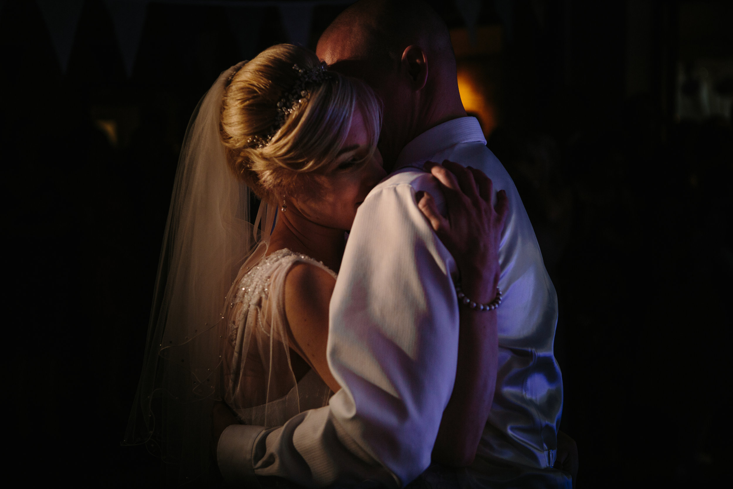 cotswalds-chipping-norton-oxfordshire-london-wedding-photography-first-dance-44