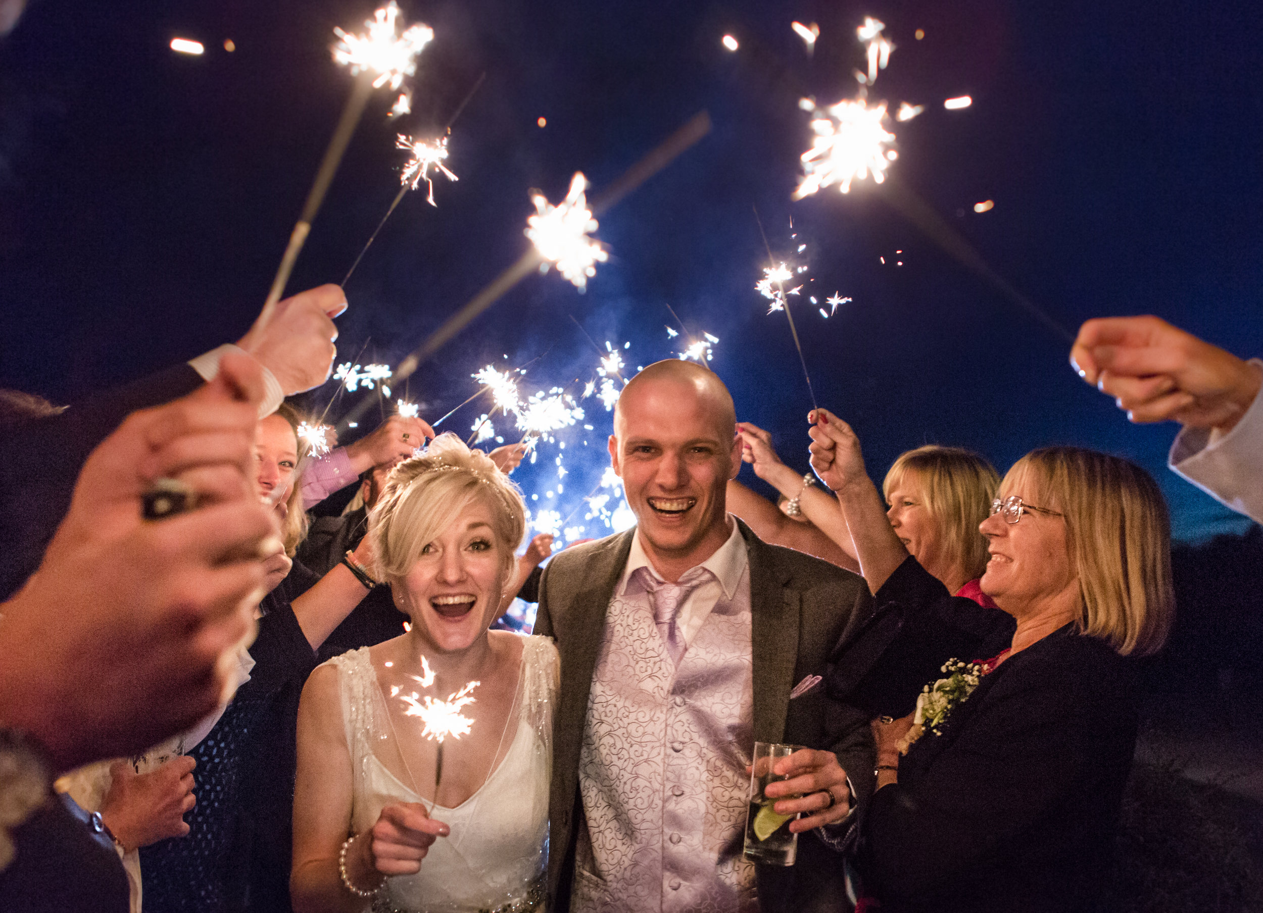 cotswalds-chipping-norton-oxfordshire-london-wedding-photography-sparkler-arch-49