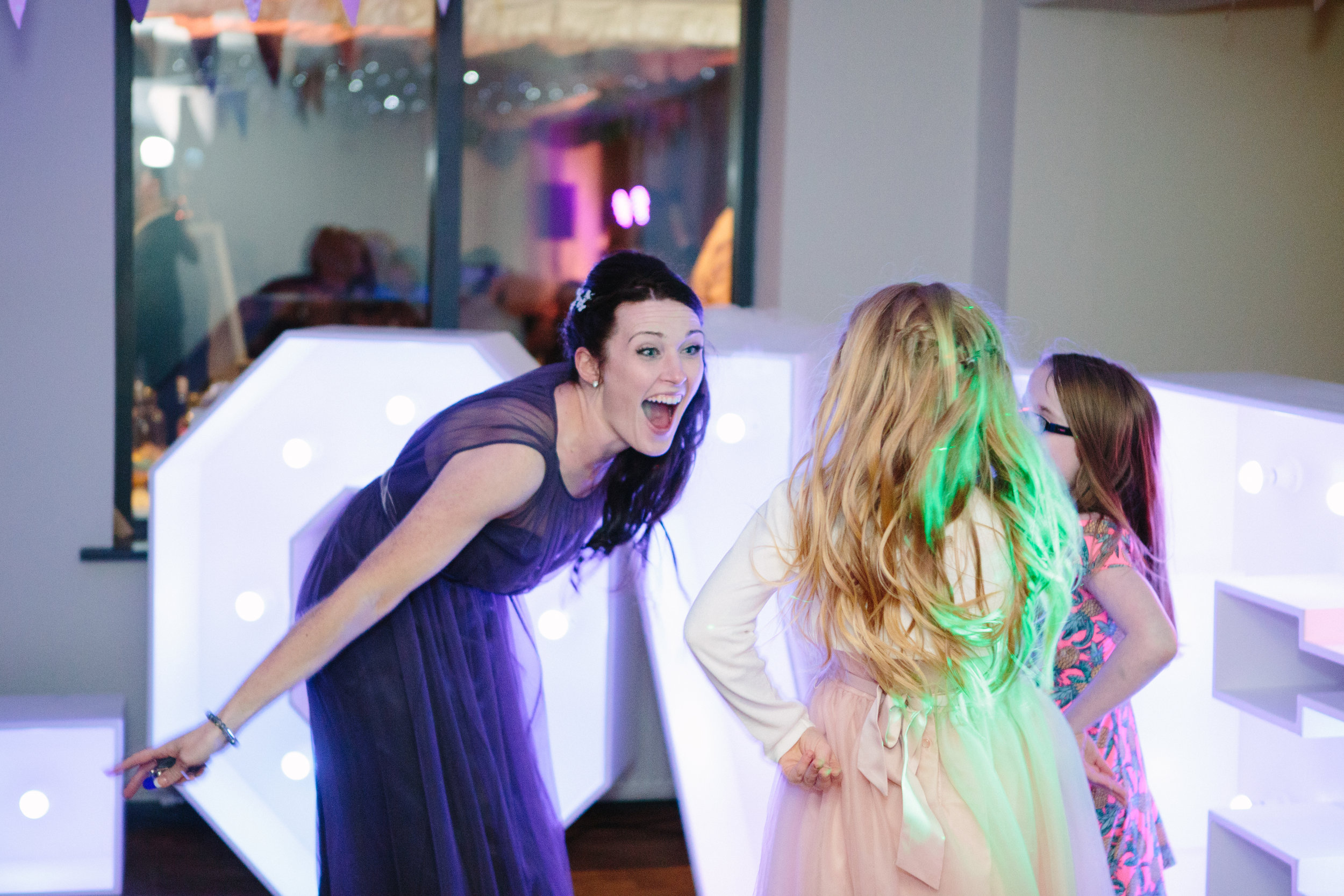 cotswalds-chipping-norton-oxfordshire-london-wedding-photography-bridesmaid-dance-50