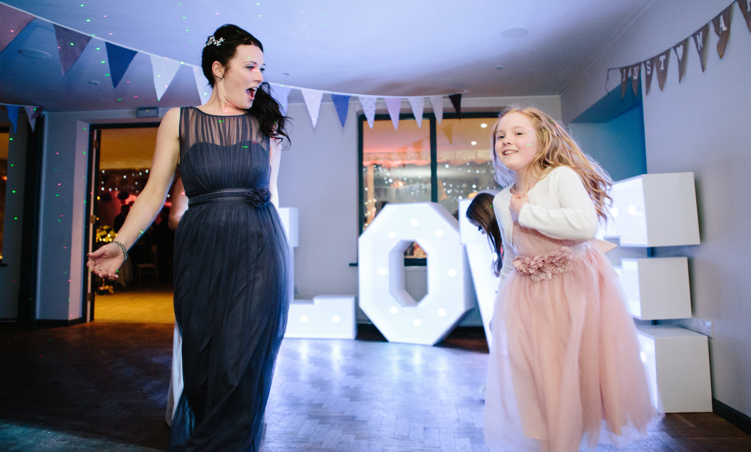 cotswalds-chipping-norton-oxfordshire-london-wedding-photography-bridesmaid-dance-51