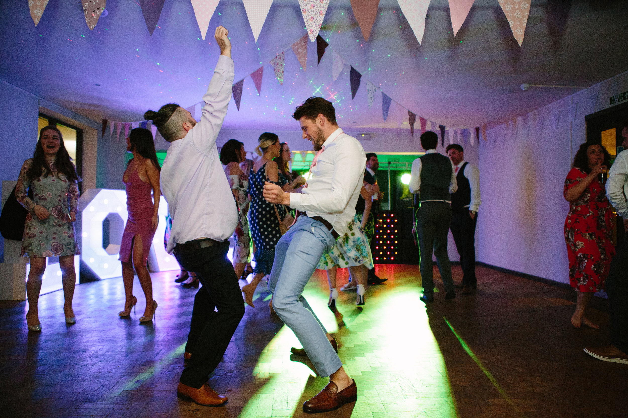 cotswalds-chipping-norton-oxfordshire-london-wedding-photography-brother-dance-52