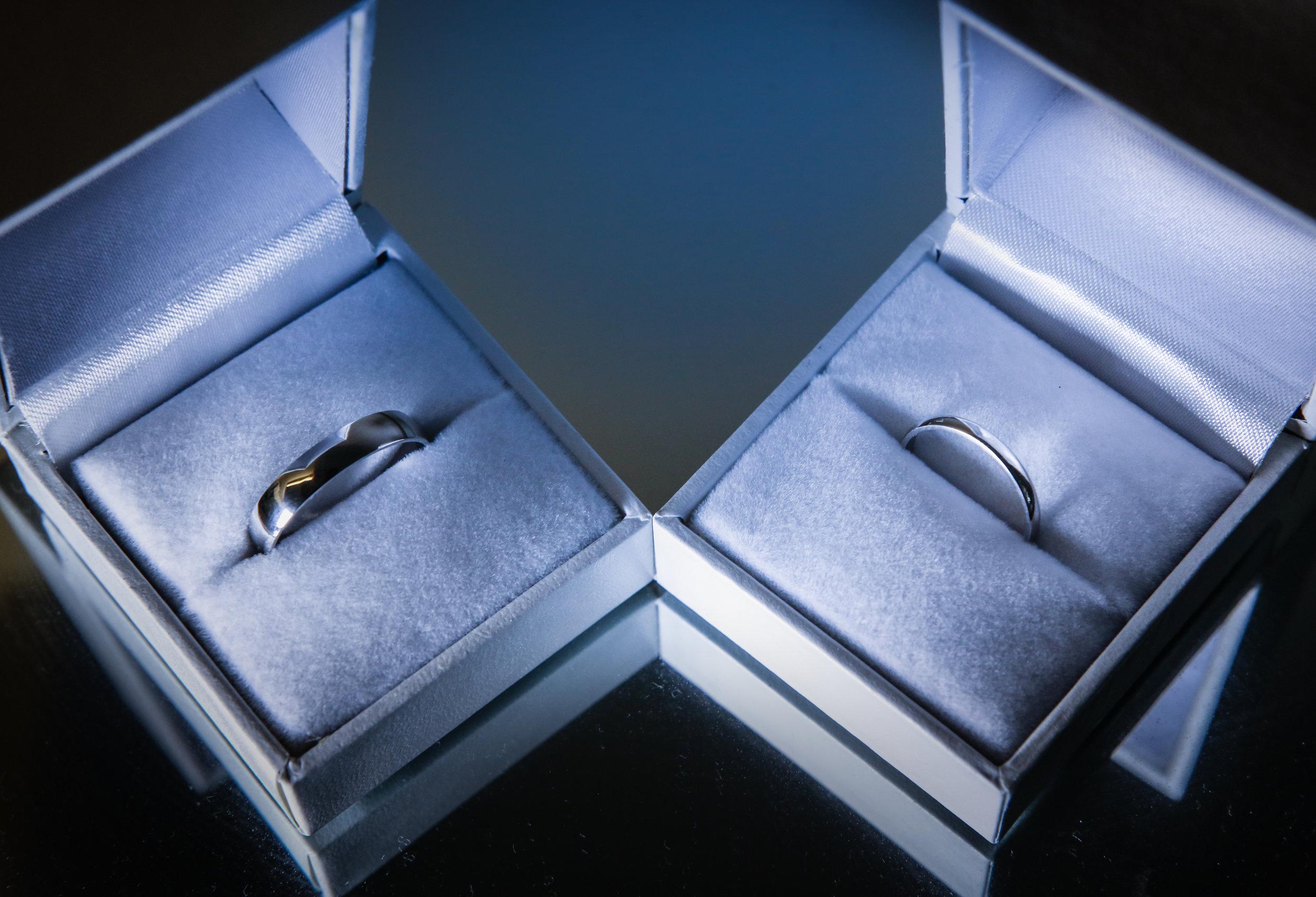 reigate-surrey-london-wedding-photography-rings-01