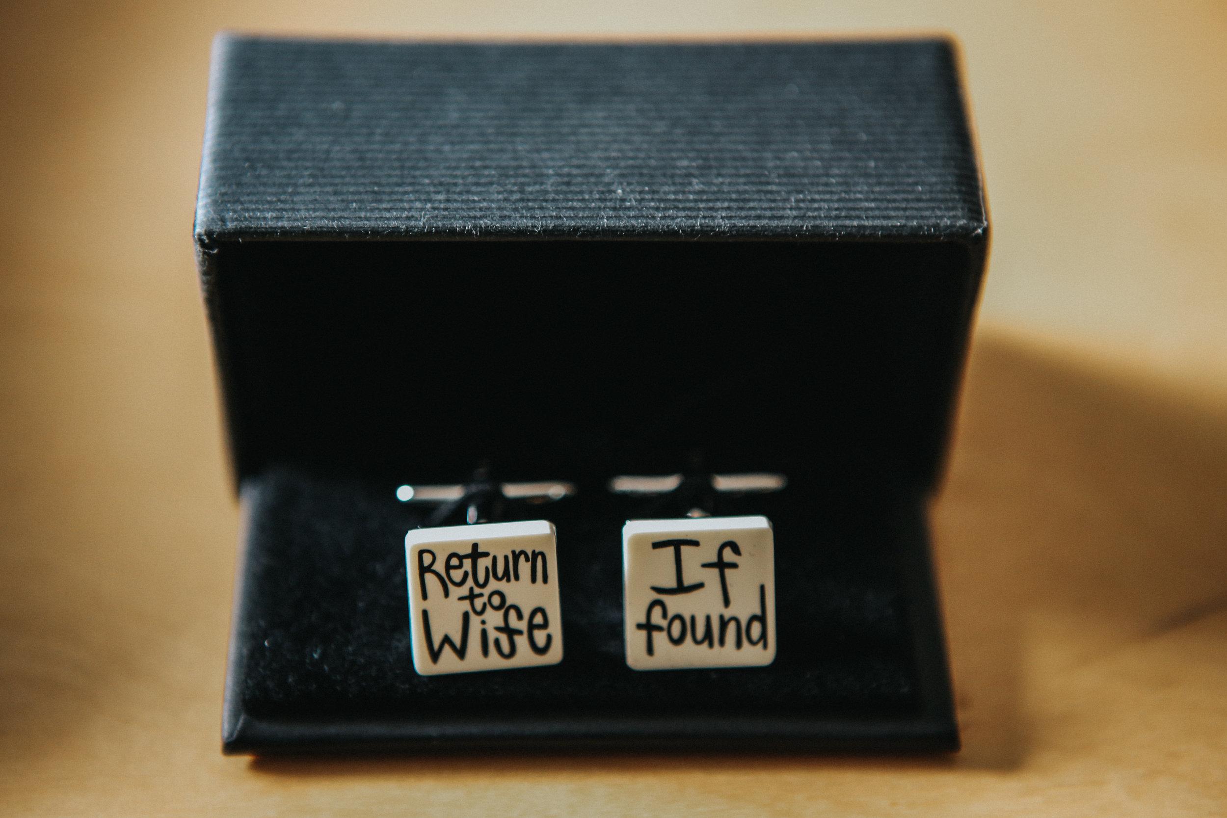 reigate-surrey-london-wedding-photography-cufflinks-groom-03