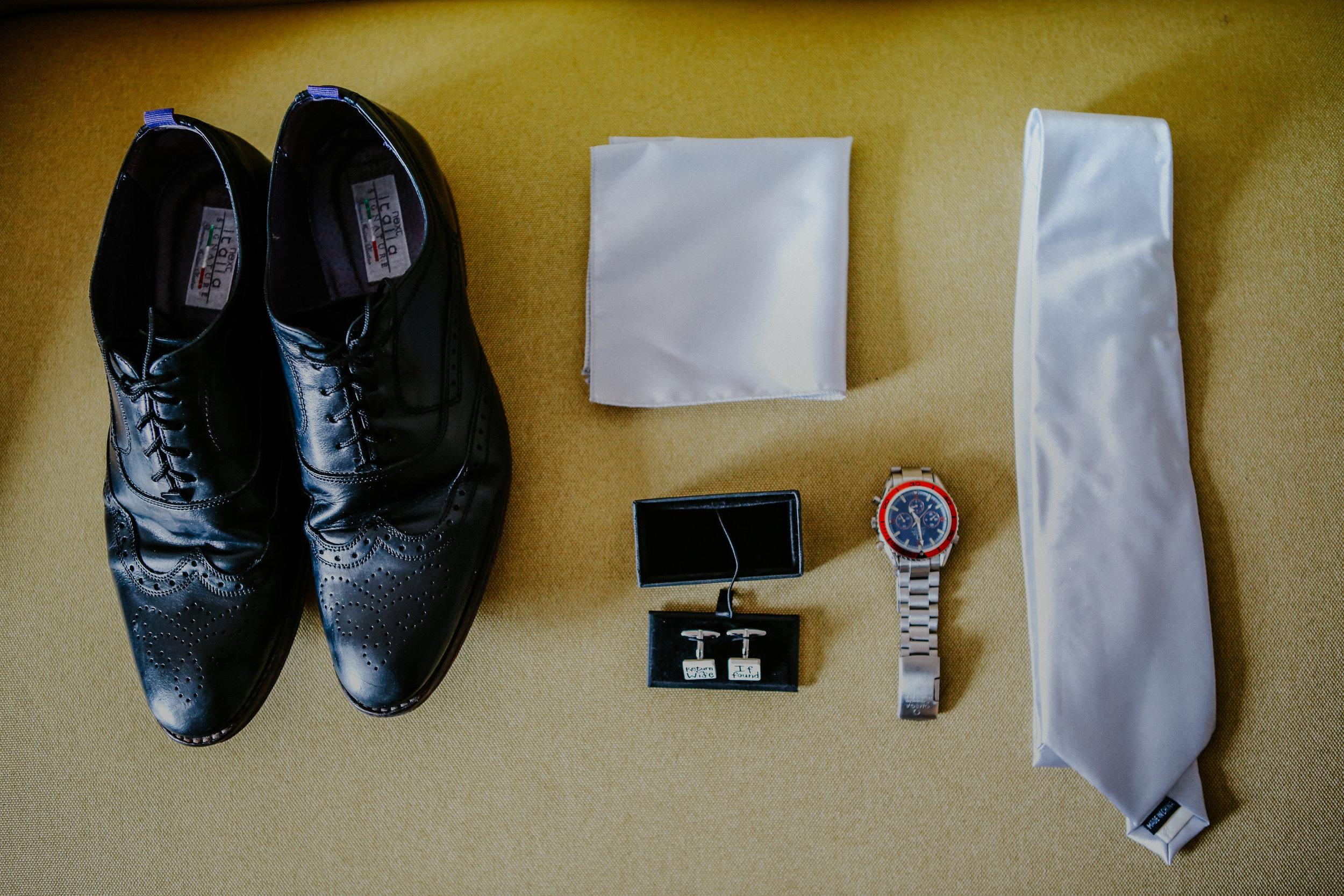 reigate-surrey-london-wedding-photography-tie-shoes-groom-04