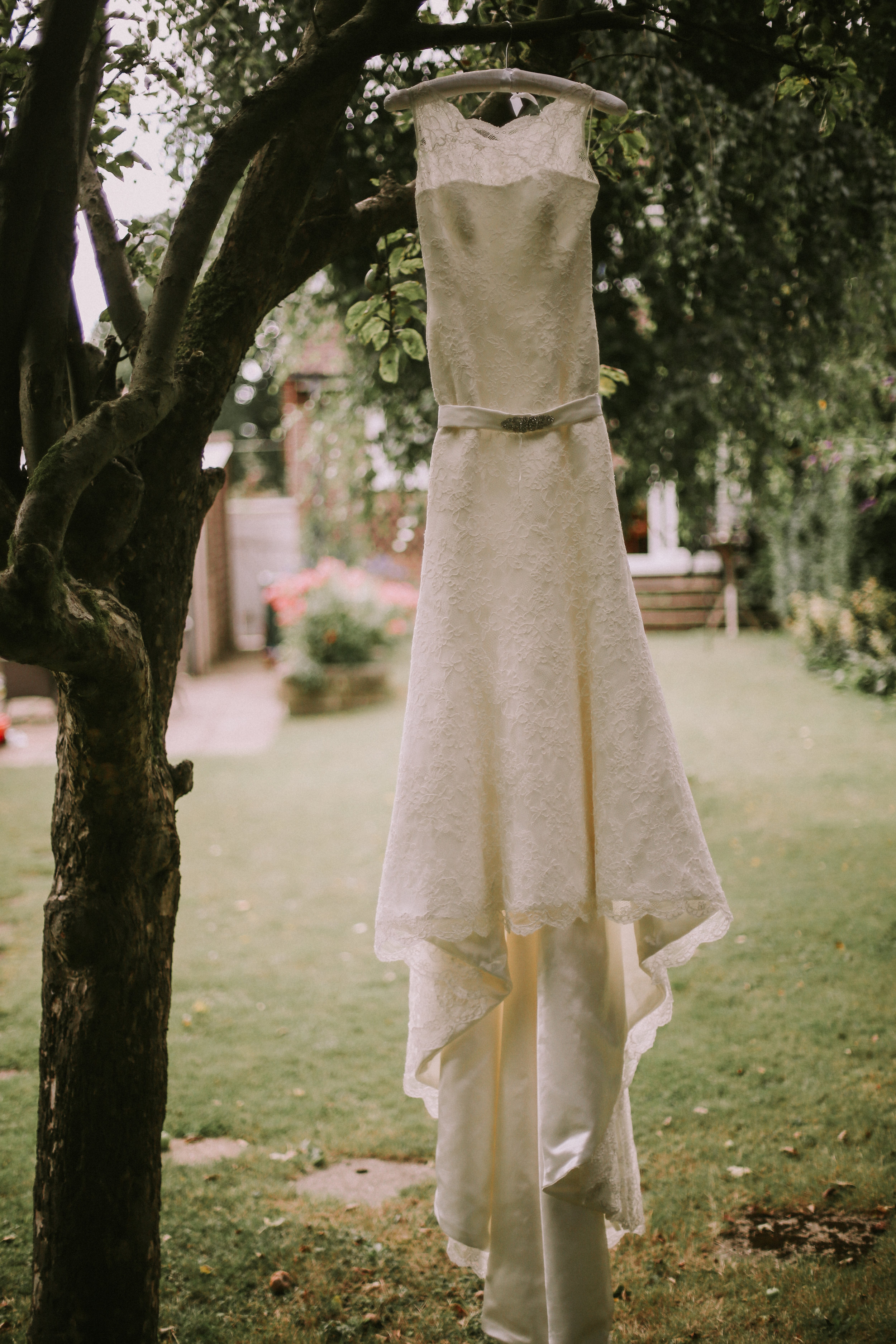 reigate-surrey-london-wedding-photography-bridal-prep-dress-07