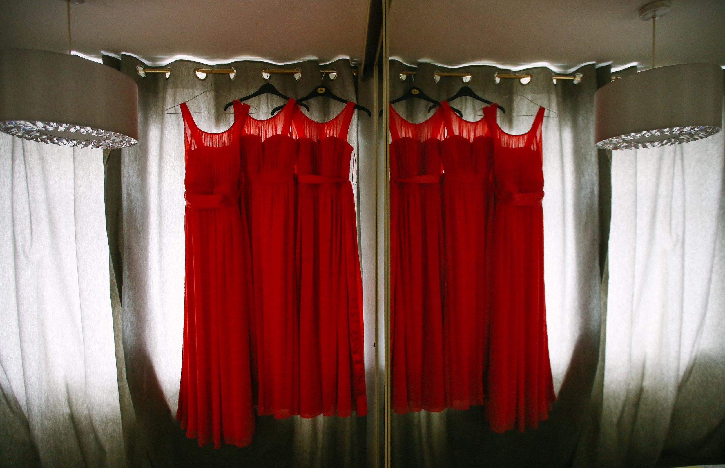 reigate-surrey-london-wedding-photography-bridal-prep-bridesmaids-dress-09