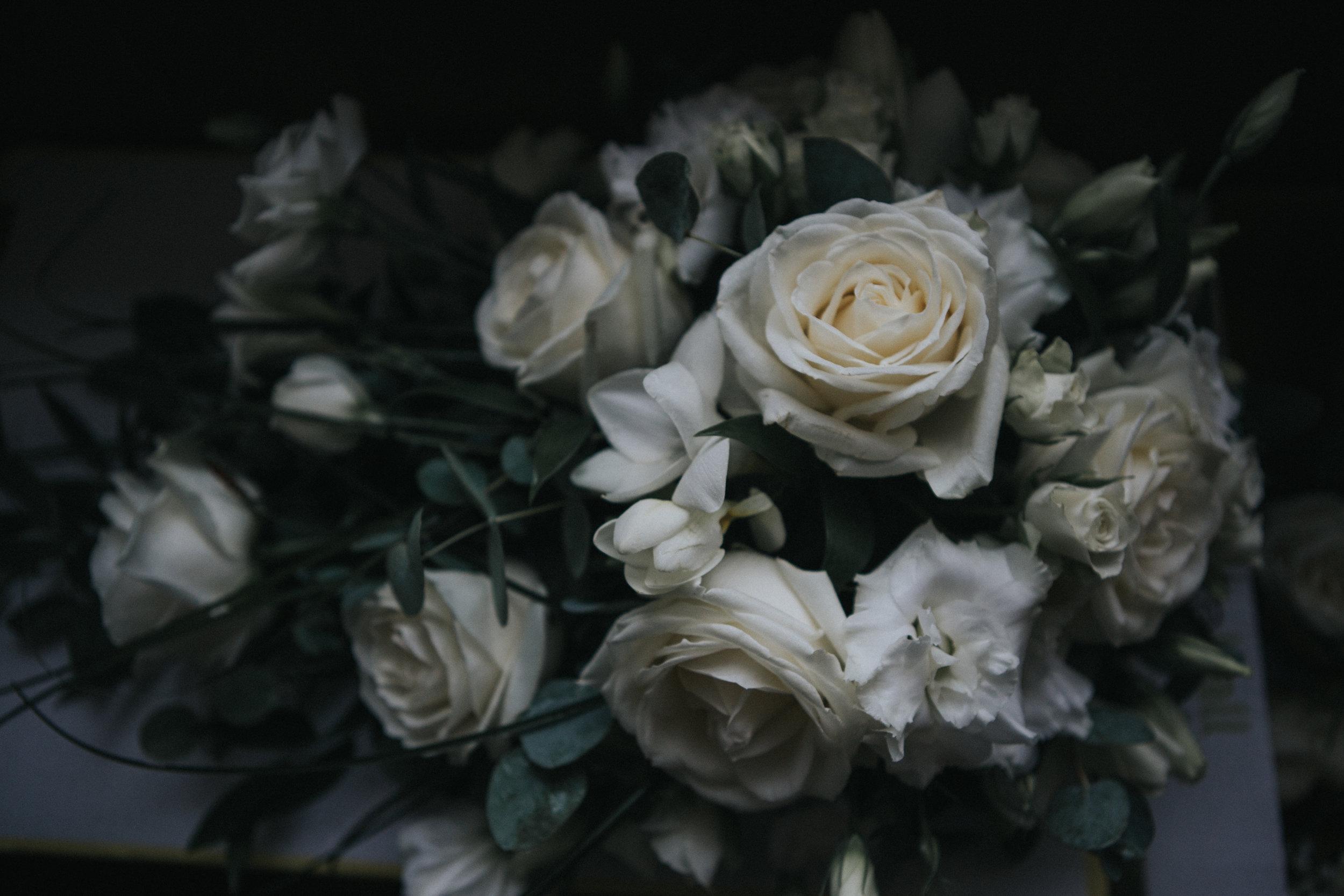 westenhangar-castle-kent-london-wedding-photography-flowers-02