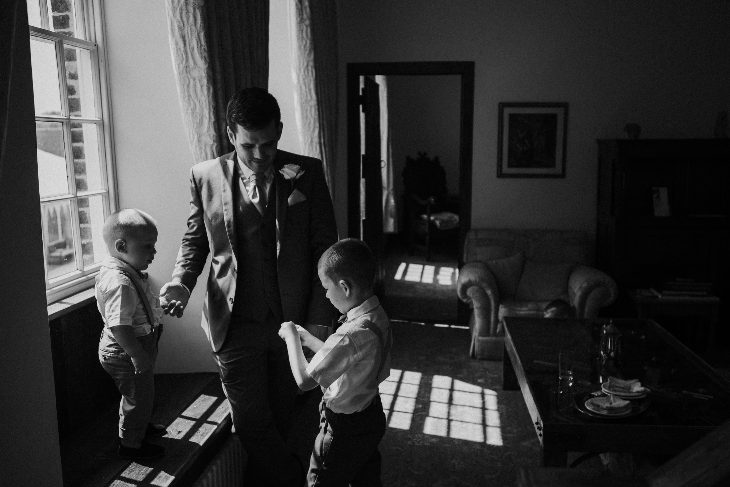 westenhangar-castle-kent-london-wedding-photography-bridal-prep-30