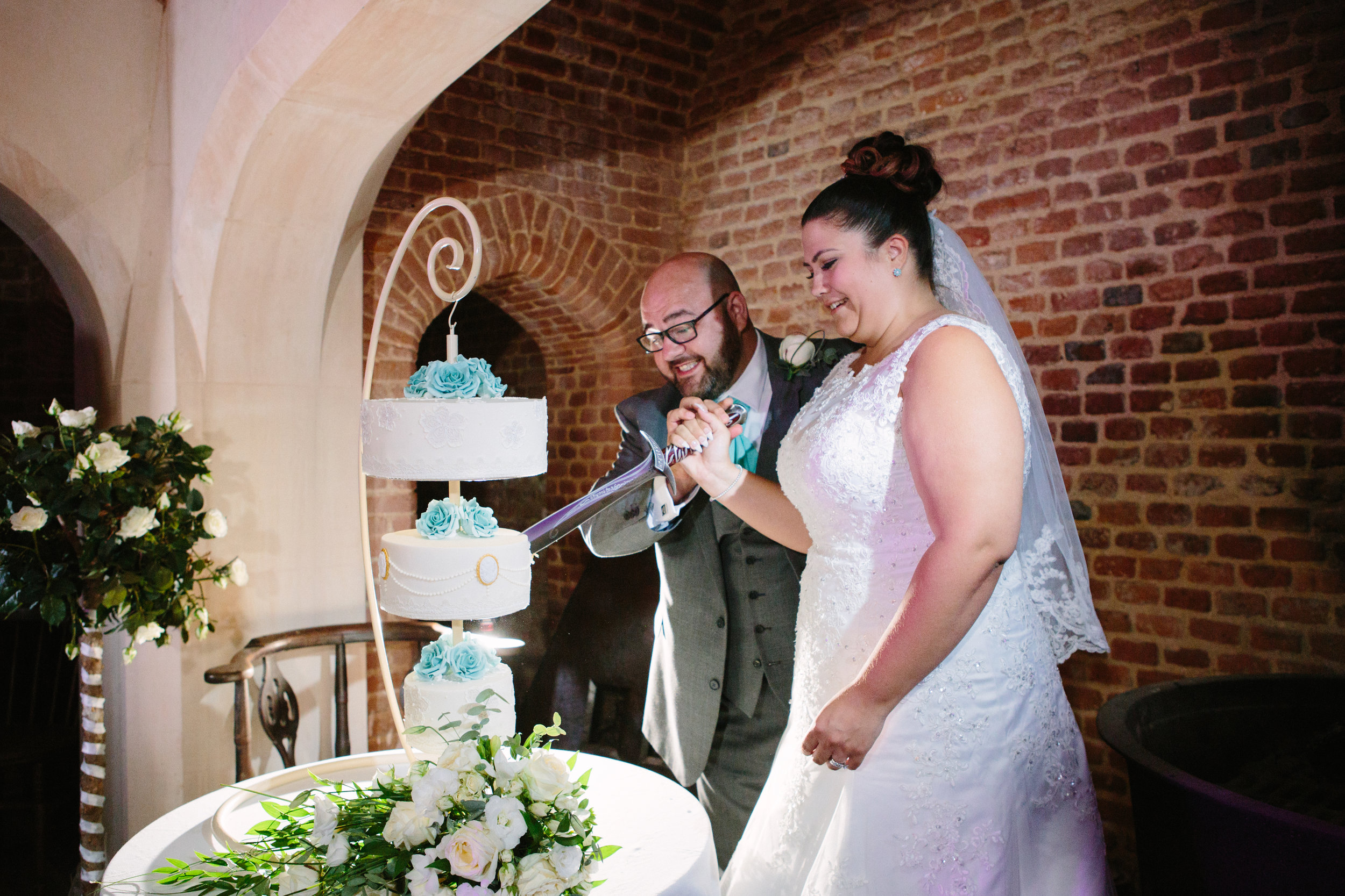 westenhangar-castle-kent-london-wedding-photography-cake-66