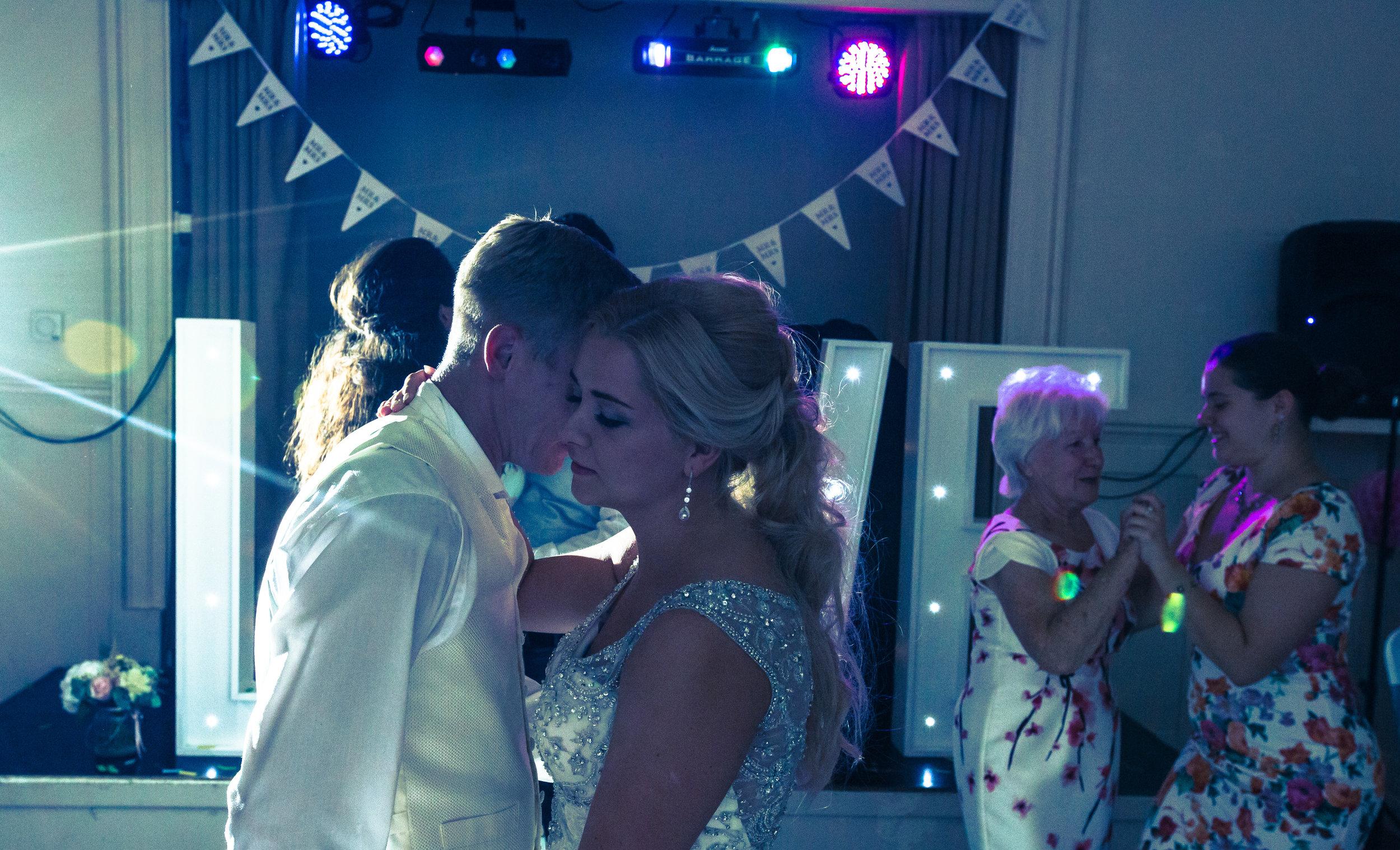 hitchin-hertfordshire-london-wedding-photography-catholic-church-first-dance-55