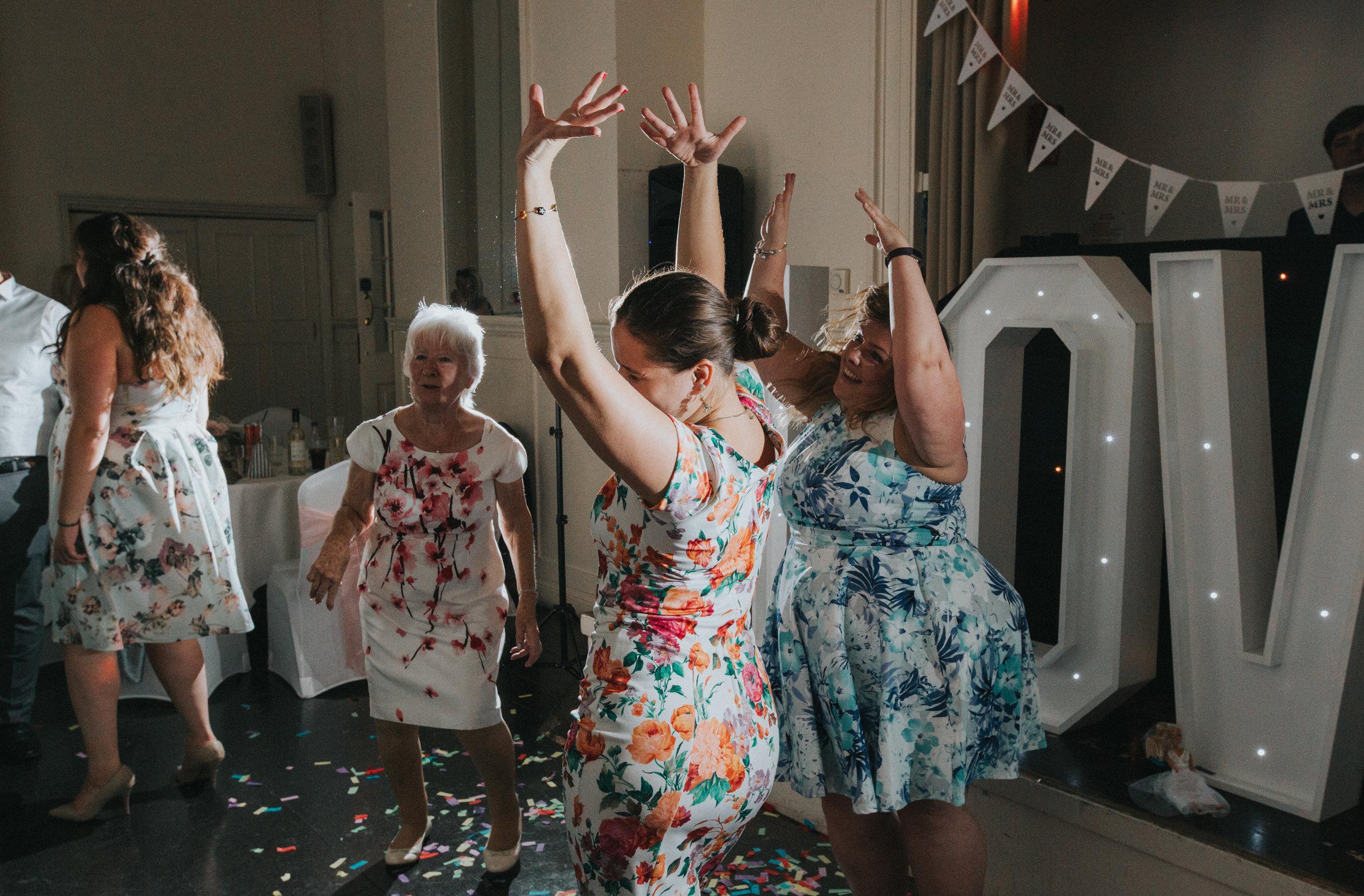 hitchin-hertfordshire-london-wedding-photography-catholic-church-sun-inn-reception-57