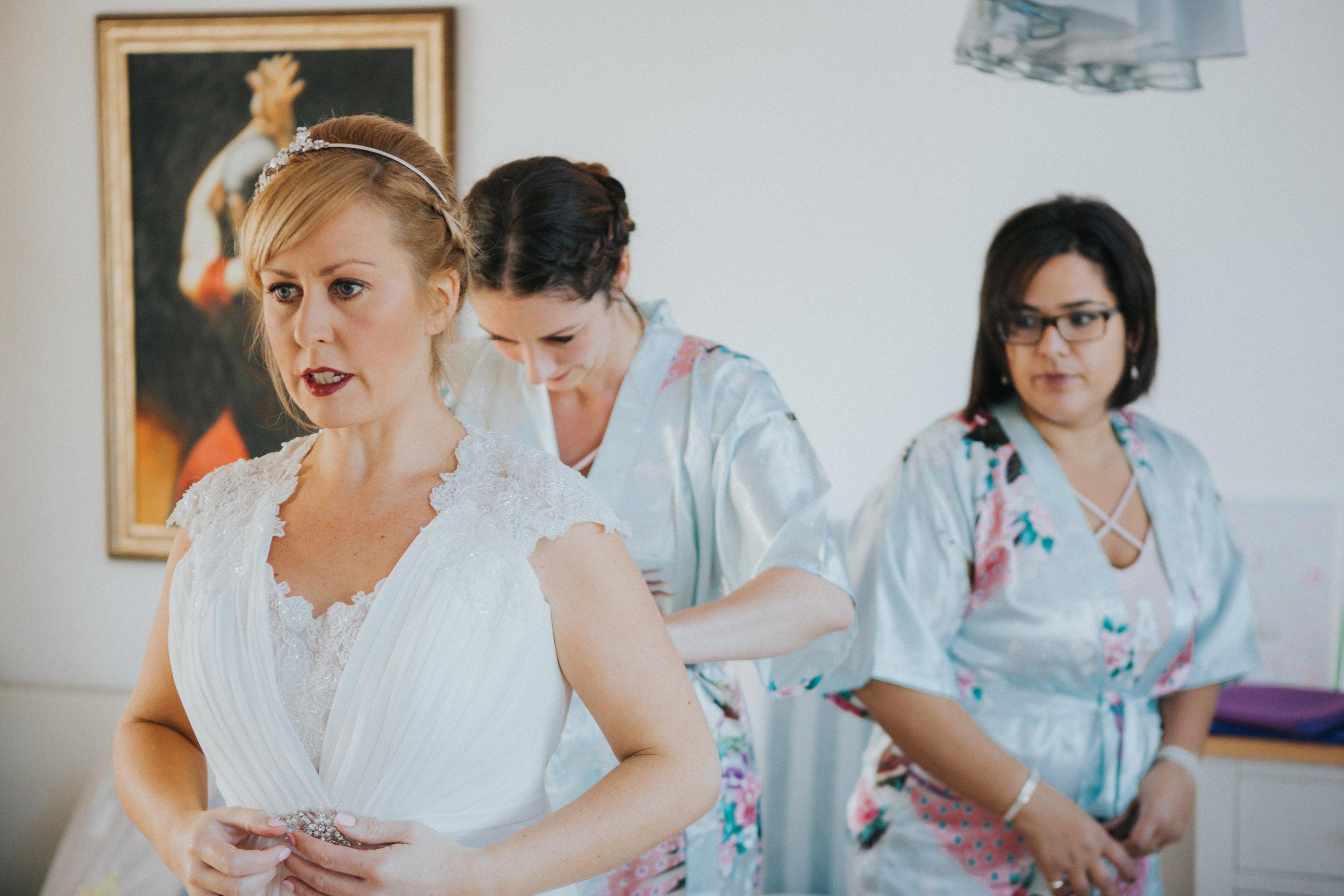 london-wedding-photography-wimbledon-wandsworth-town-hall-registry-bridal-prep-11