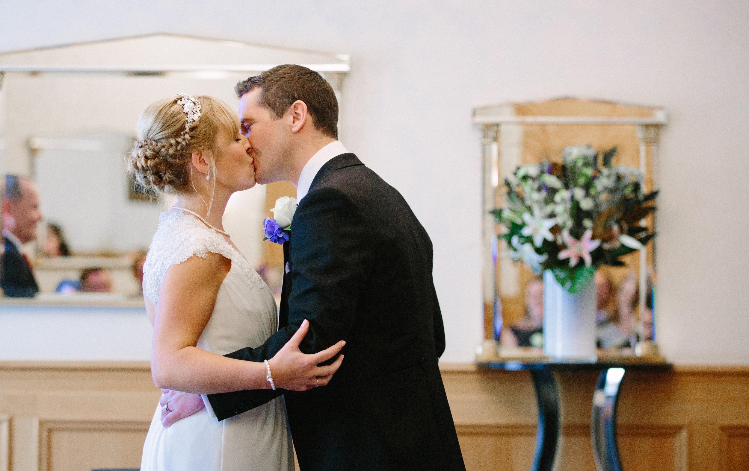 london-wedding-photography-wimbledon-wandsworth-town-hall-savoy-hotel-first-kiss-35