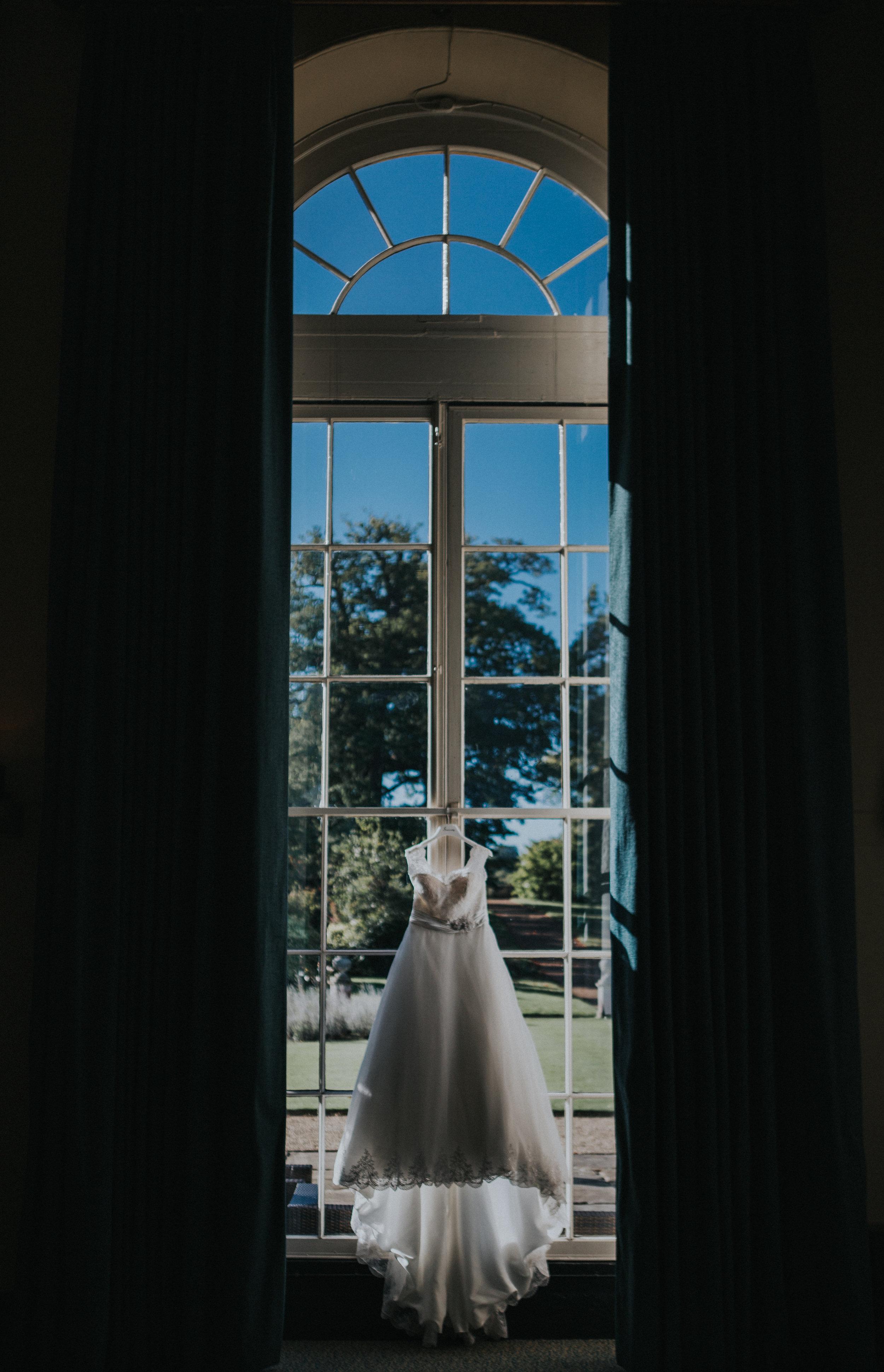 london-bedfordshire-uk-wedding-photography-woburn-scultpture-gallery-wedding-dress-03