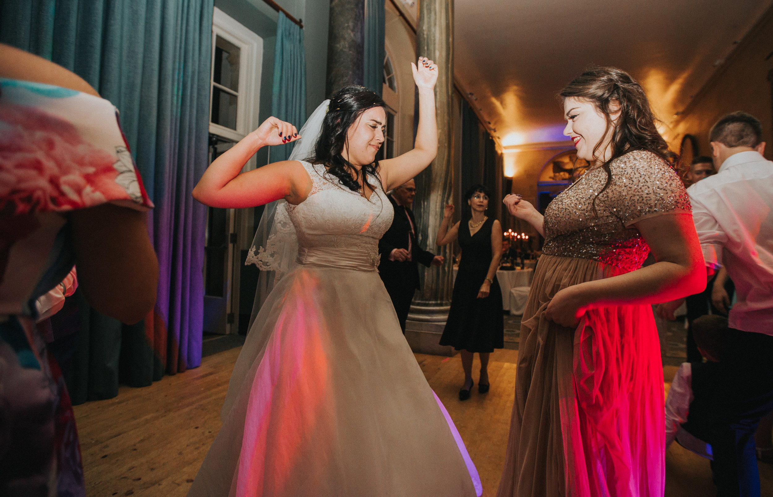 london-bedfordshire-uk-wedding-photography-woburn-sculpture-gallery-dancing-party-91