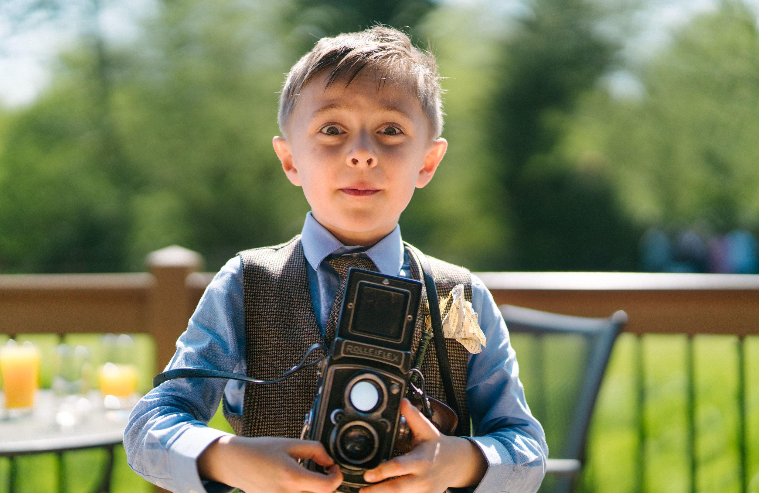 london-hertfordshire-vintage-wedding-photographer-tewinburyfarm-rolleiflex-film-camera-01