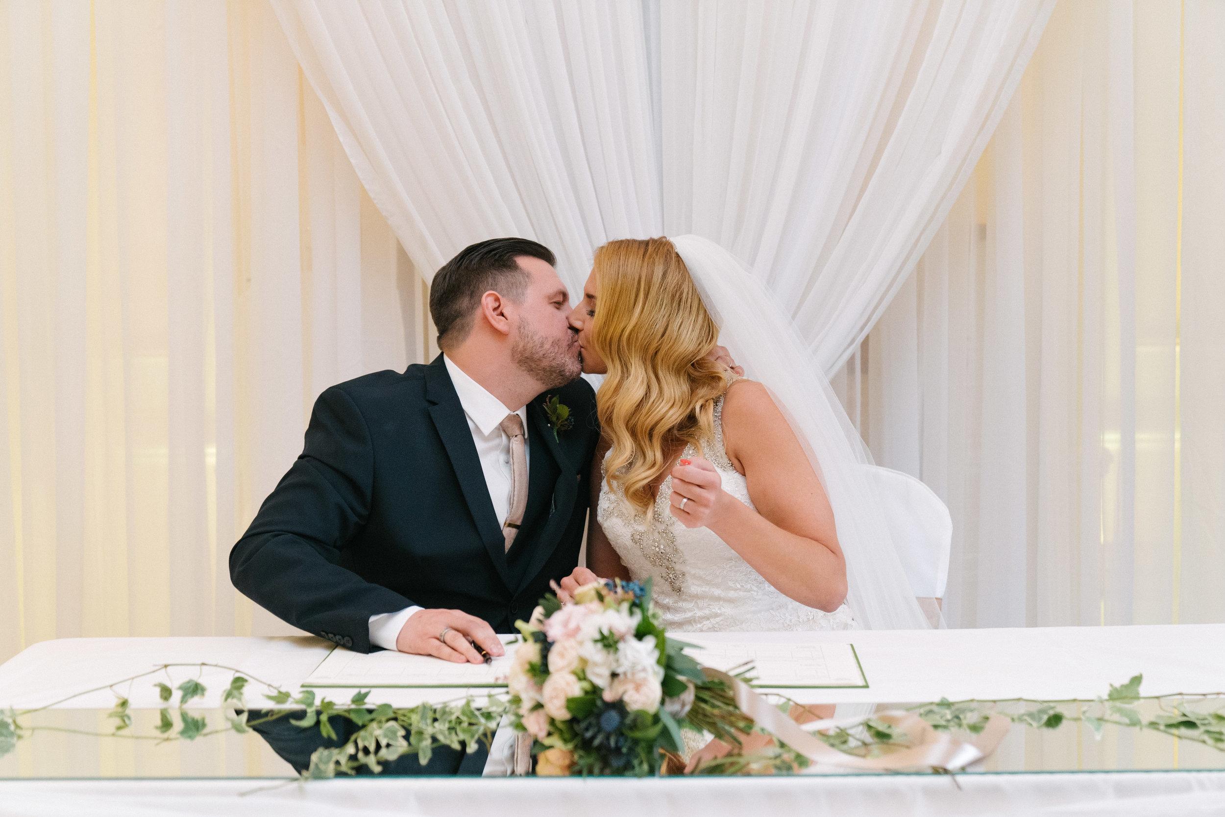 london-surrey-wedding-photography-nutfieldpriory-woldinghamgolfclub-31