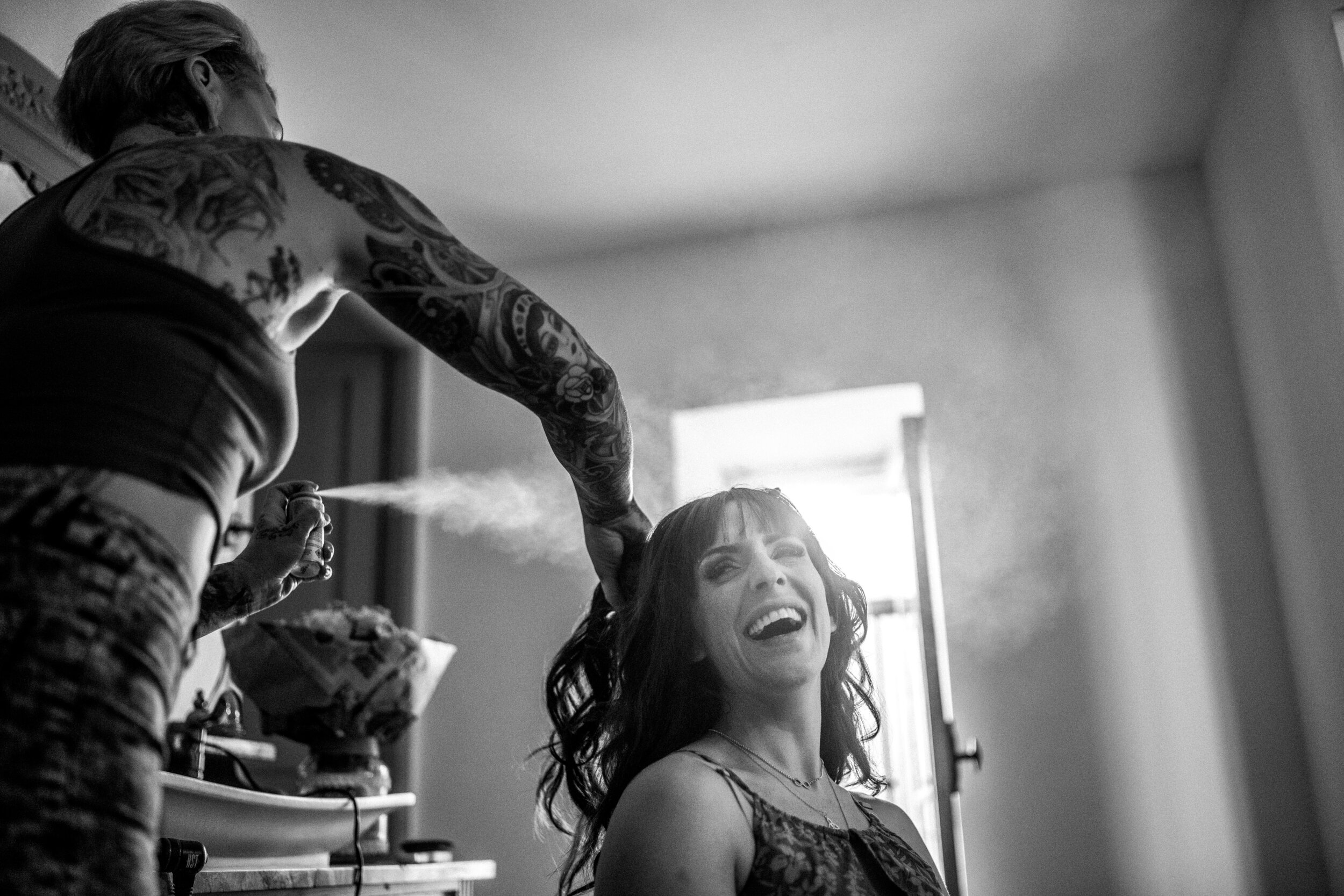 bridal-prep-london-france-carcassone-wedding-photographer-02