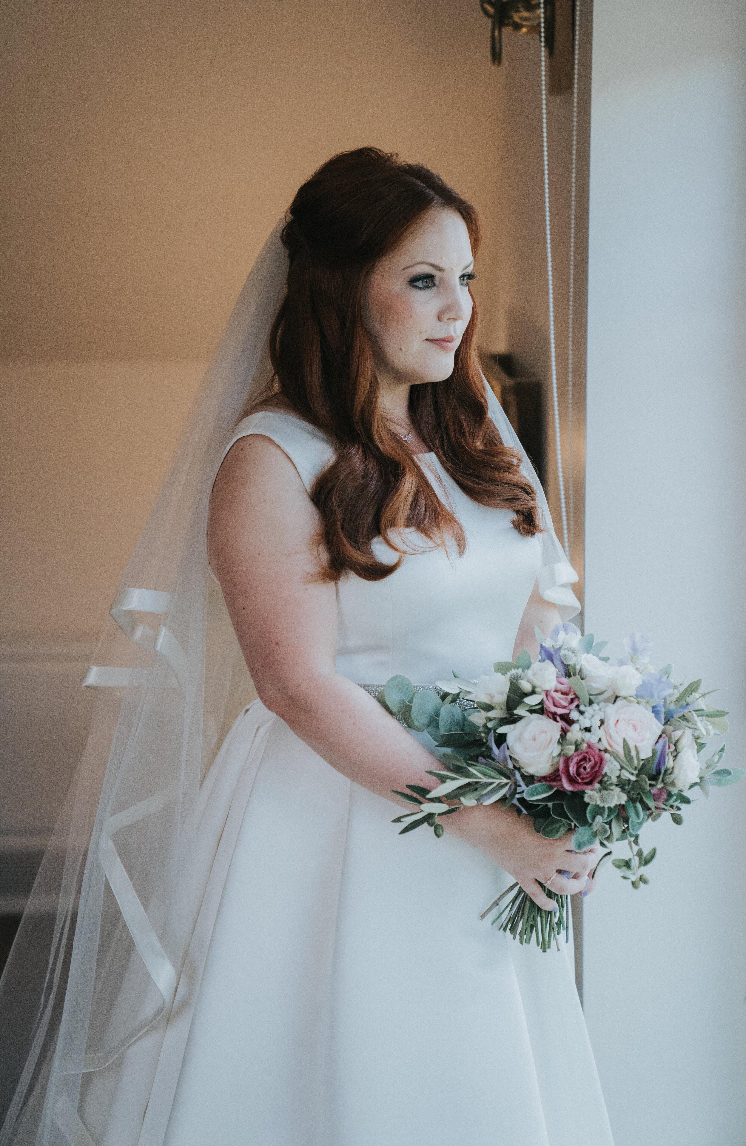 bride-prep-cotswolds-london-wedding-photographer-03